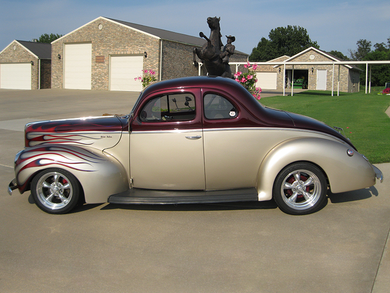 2nd Image of a 1940 FORD DEL