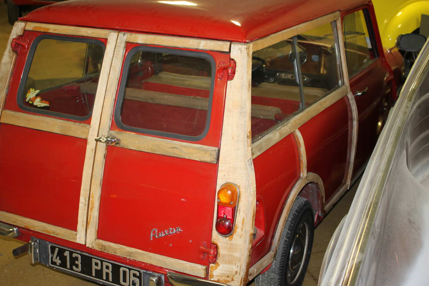 3rd Image of a 1965 AUSTIN 850