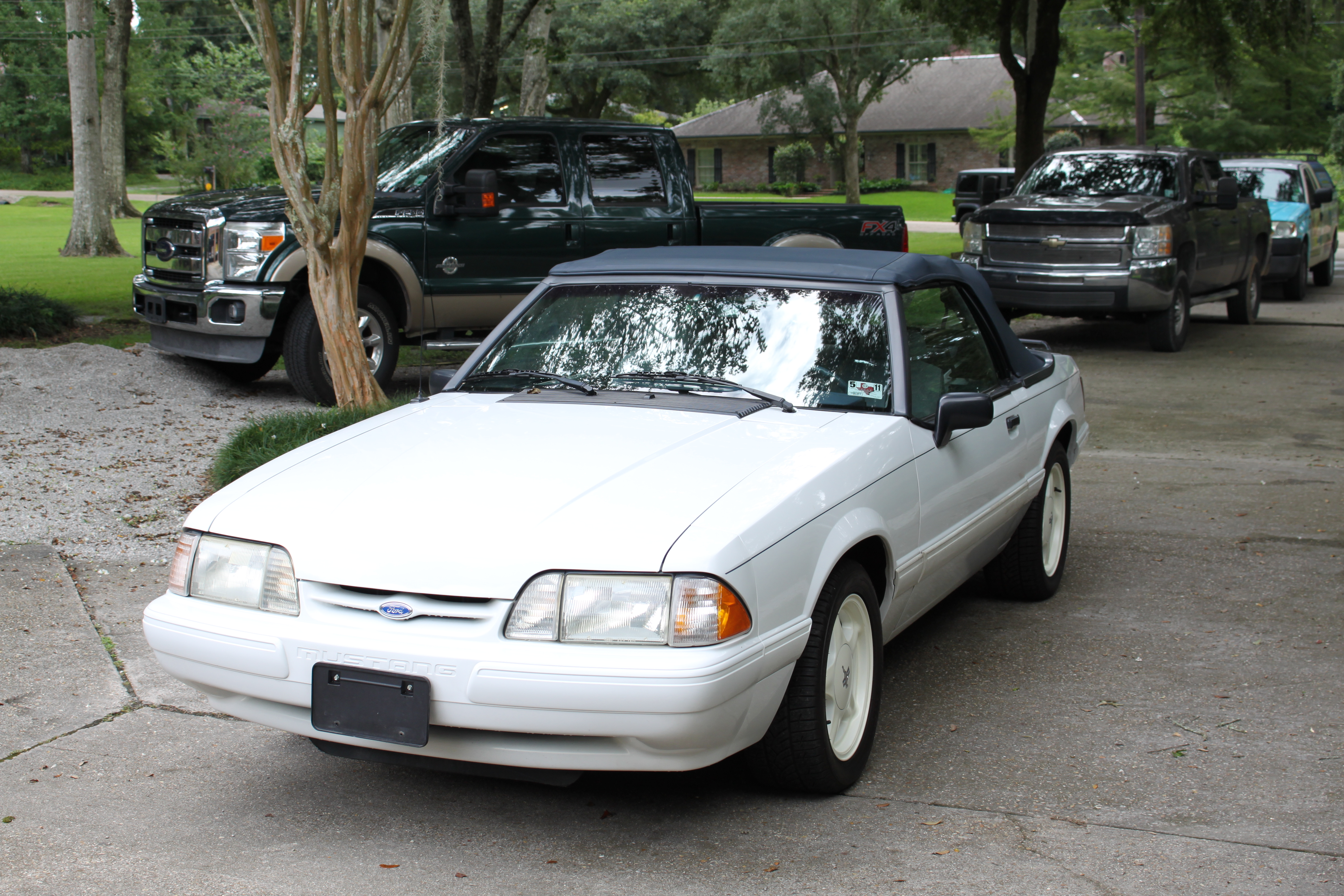 2nd Image of a 1992 FORD MUSTANG LX