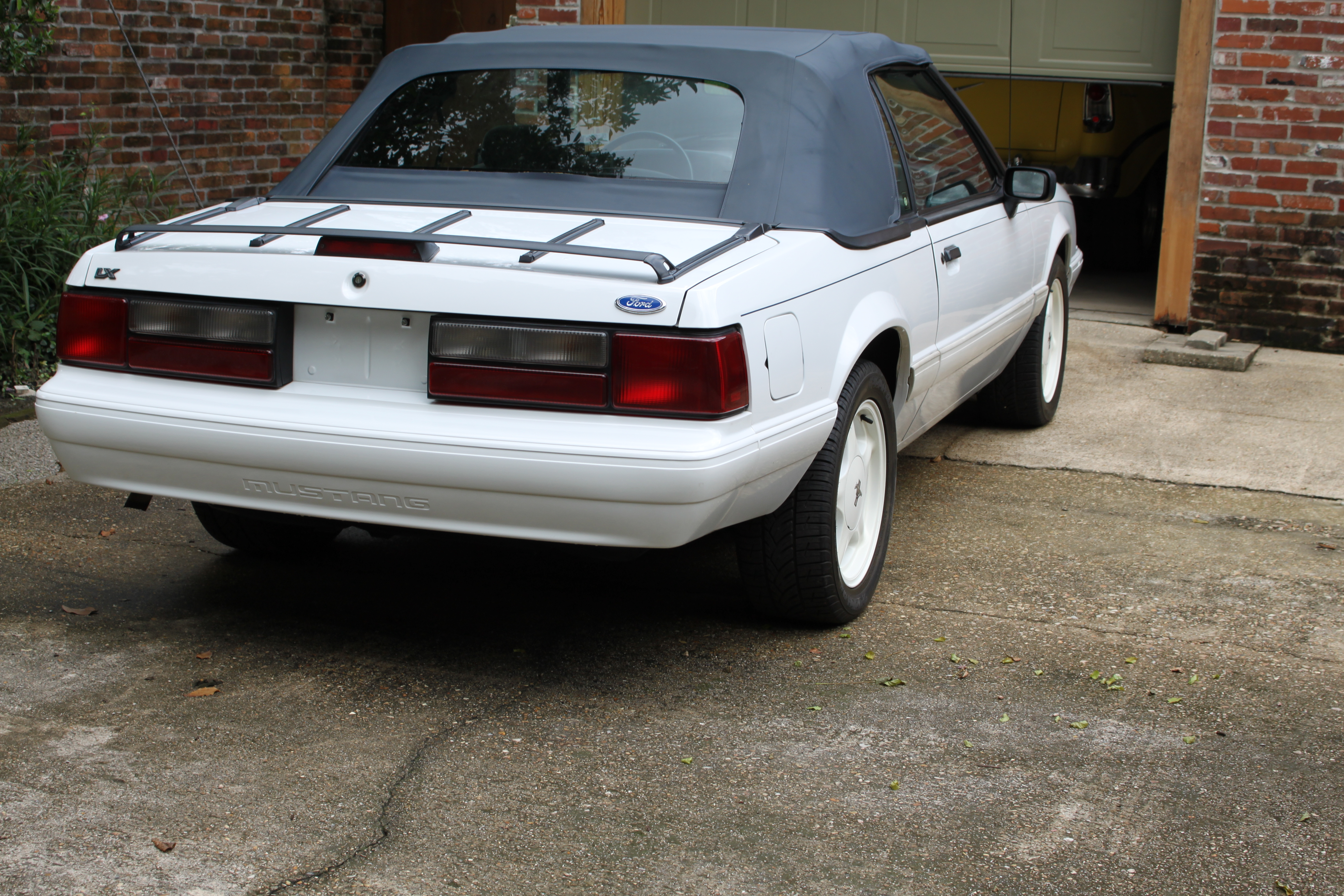 3rd Image of a 1992 FORD MUSTANG LX