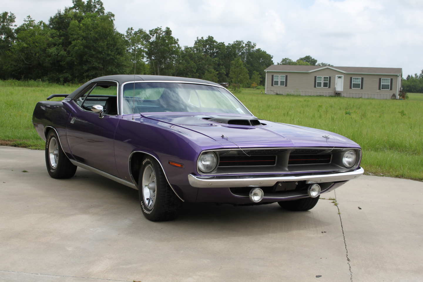 2nd Image of a 1970 PLYMOUTH BARRACUDA