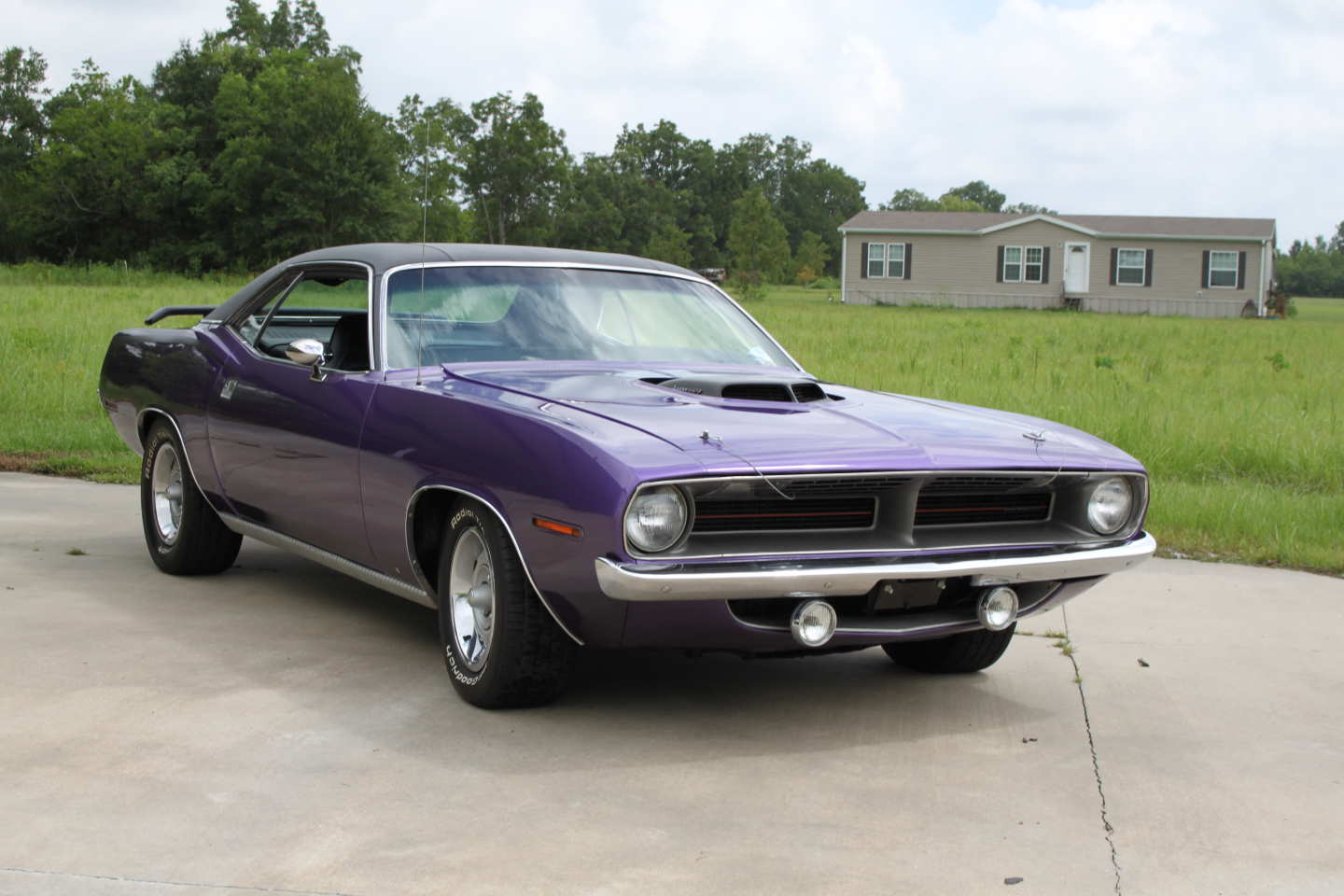 3rd Image of a 1970 PLYMOUTH BARRACUDA