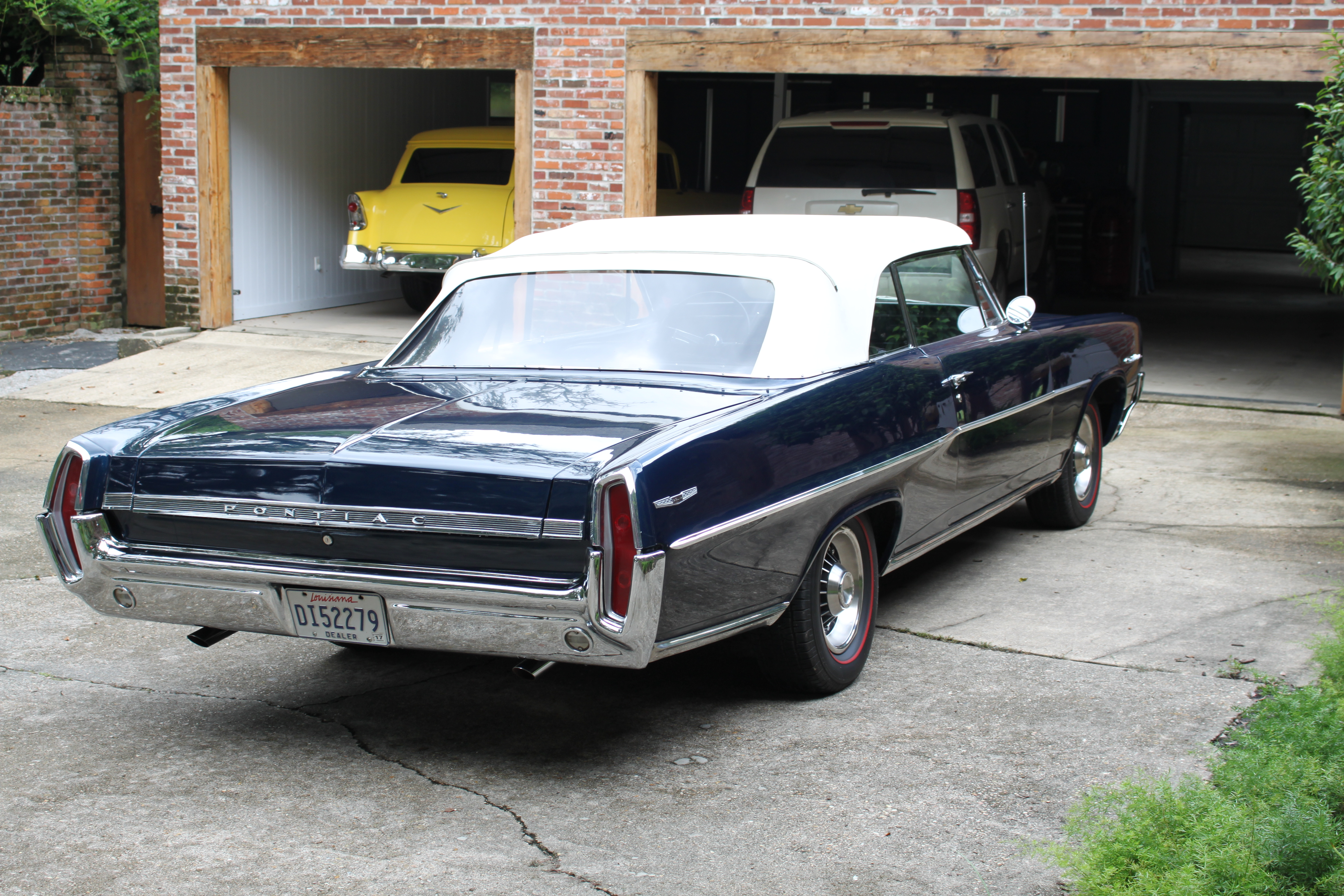 2nd Image of a 1964 PONTIAC CATALINA
