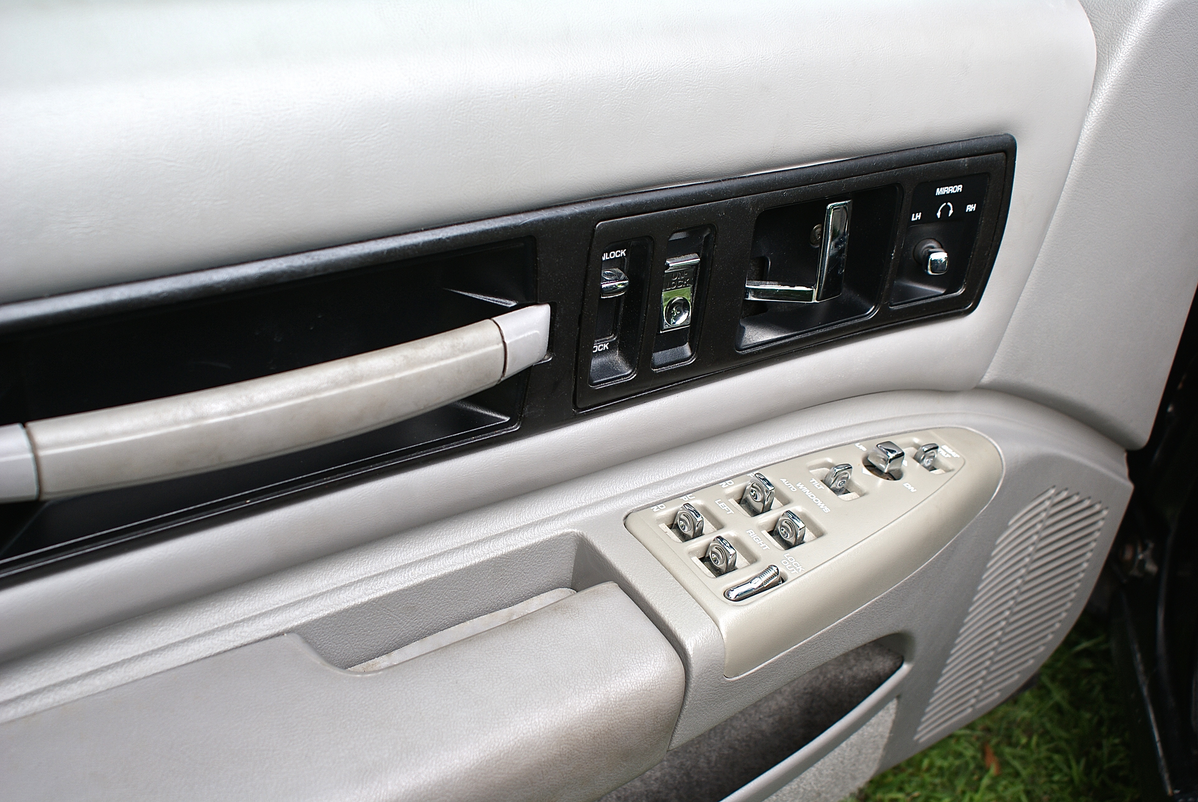 10th Image of a 1996 CHEVROLET IMPALA