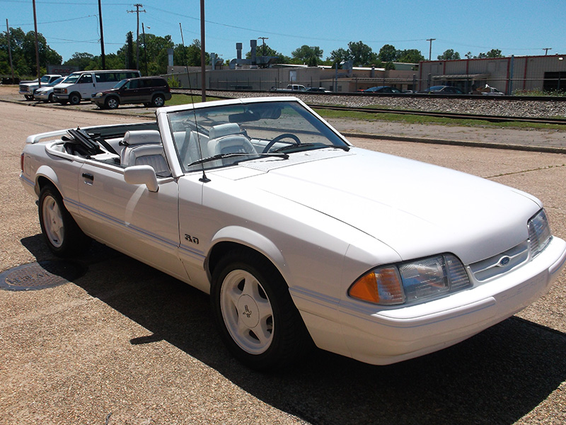 2nd Image of a 1993 FORD MUSTANG LX
