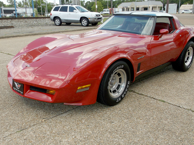 2nd Image of a 1982 CHEVROLET CORVETTE