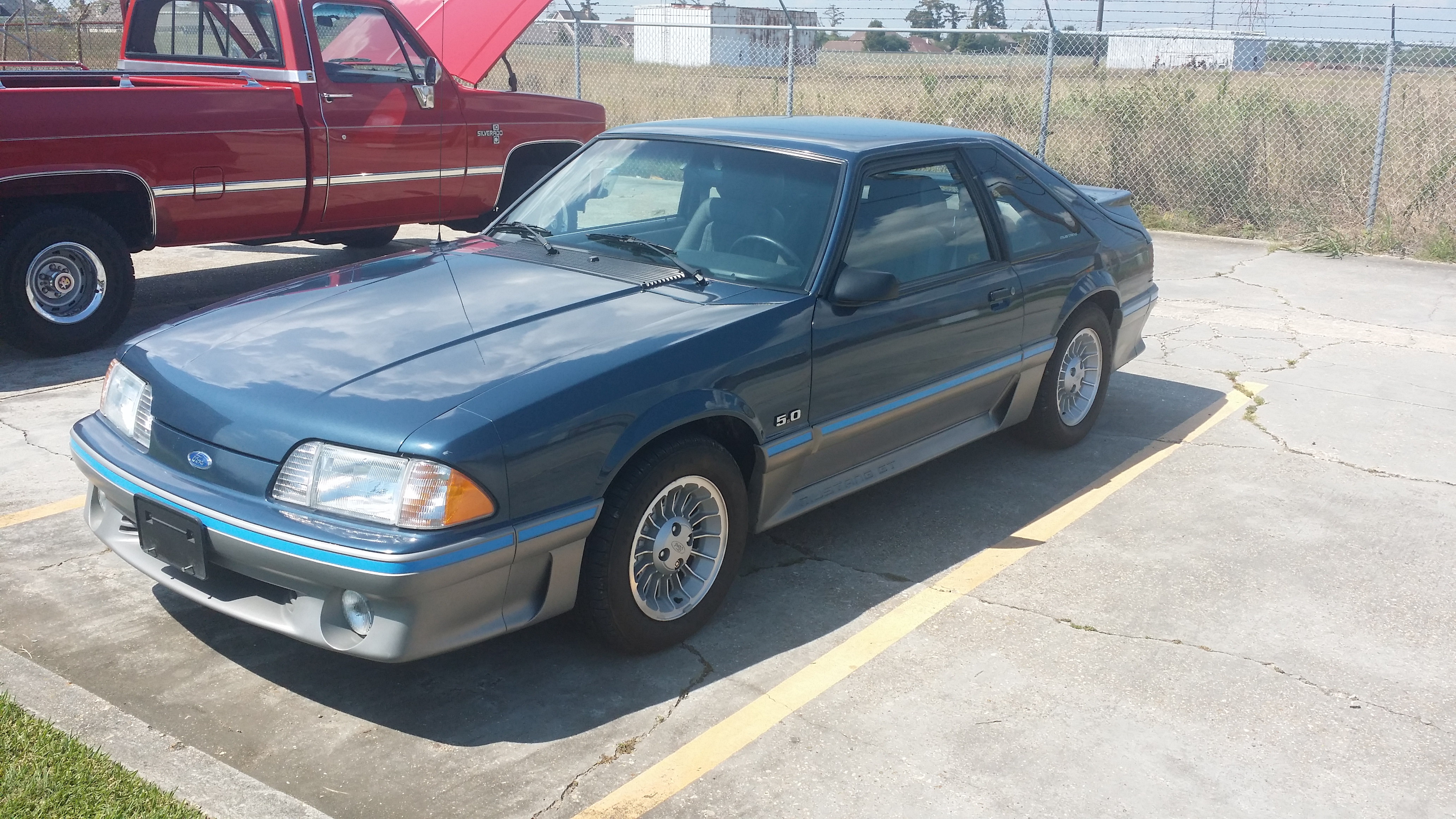 3rd Image of a 1987 FORD MUSTANG