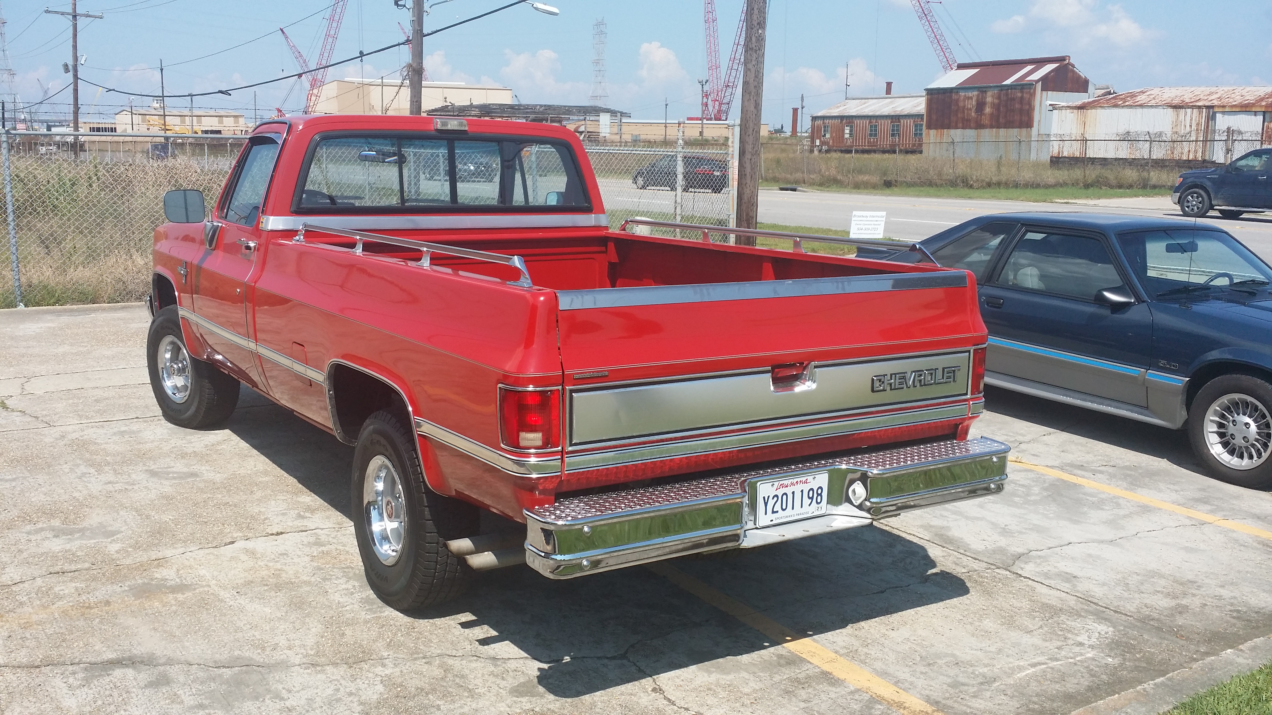4th Image of a 1987 CHEVROLET V10