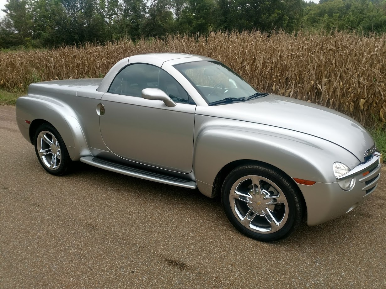 3rd Image of a 2006 CHEVROLET SSR