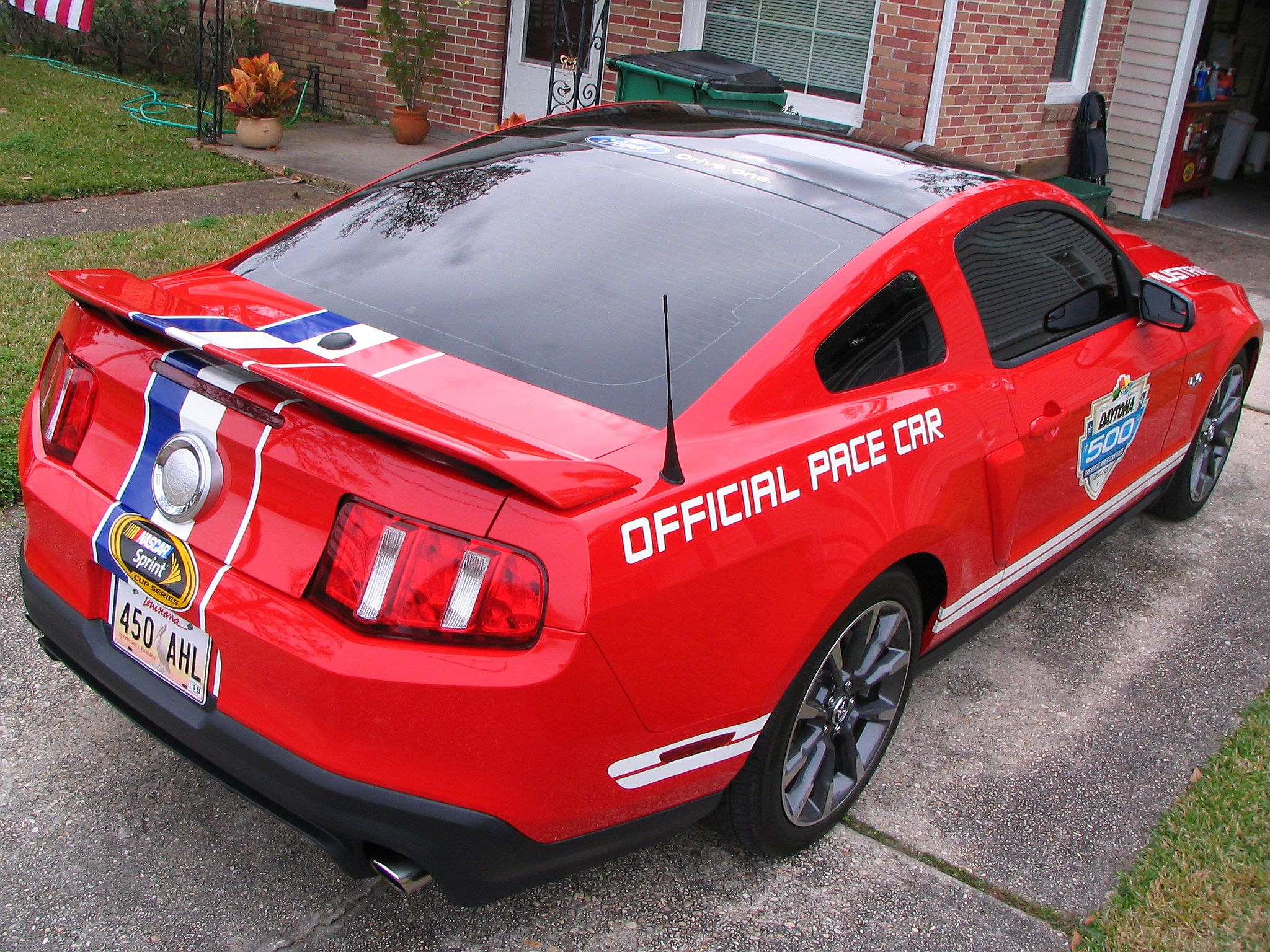 3rd Image of a 2011 FORD MUSTANG GT