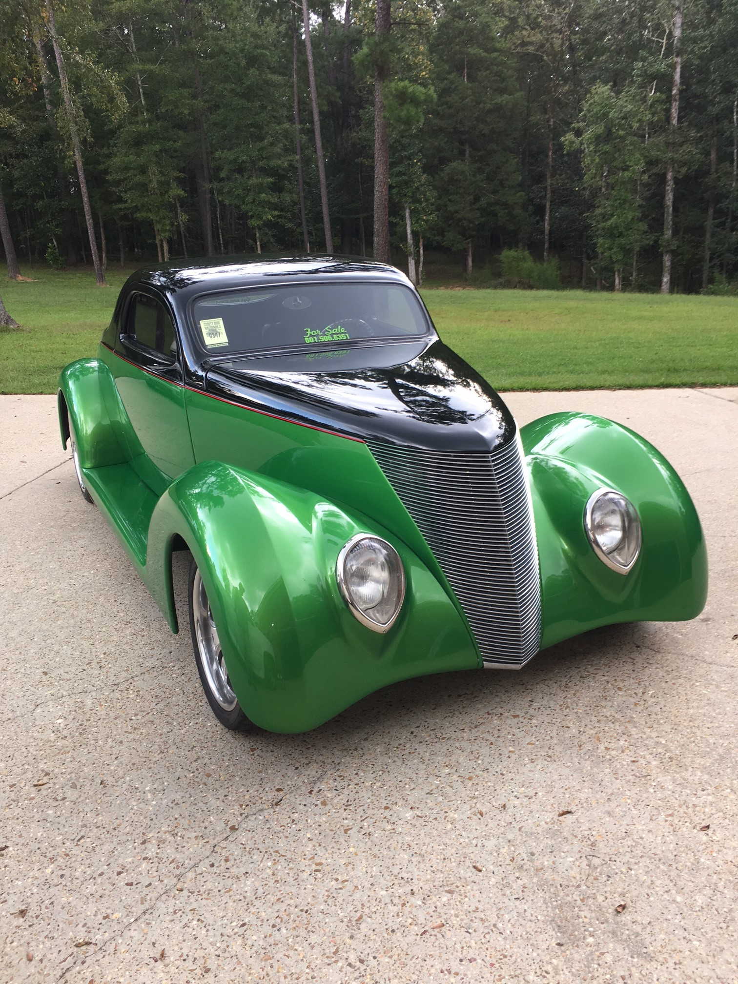 2nd Image of a 1937 FORD COUPE