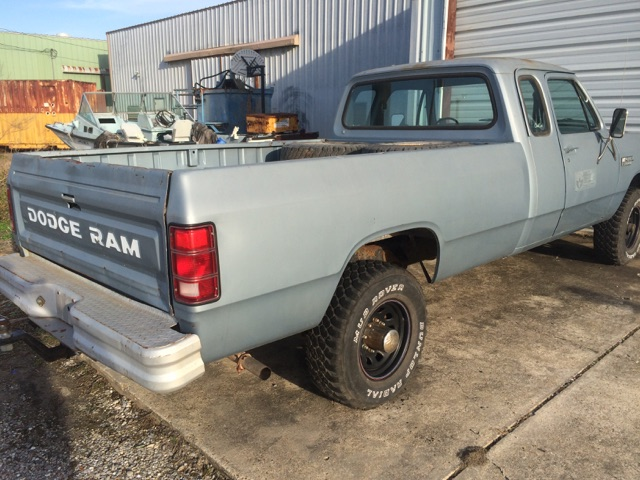 2nd Image of a 1981 DODGE W250 PICKUP 3/4 TON