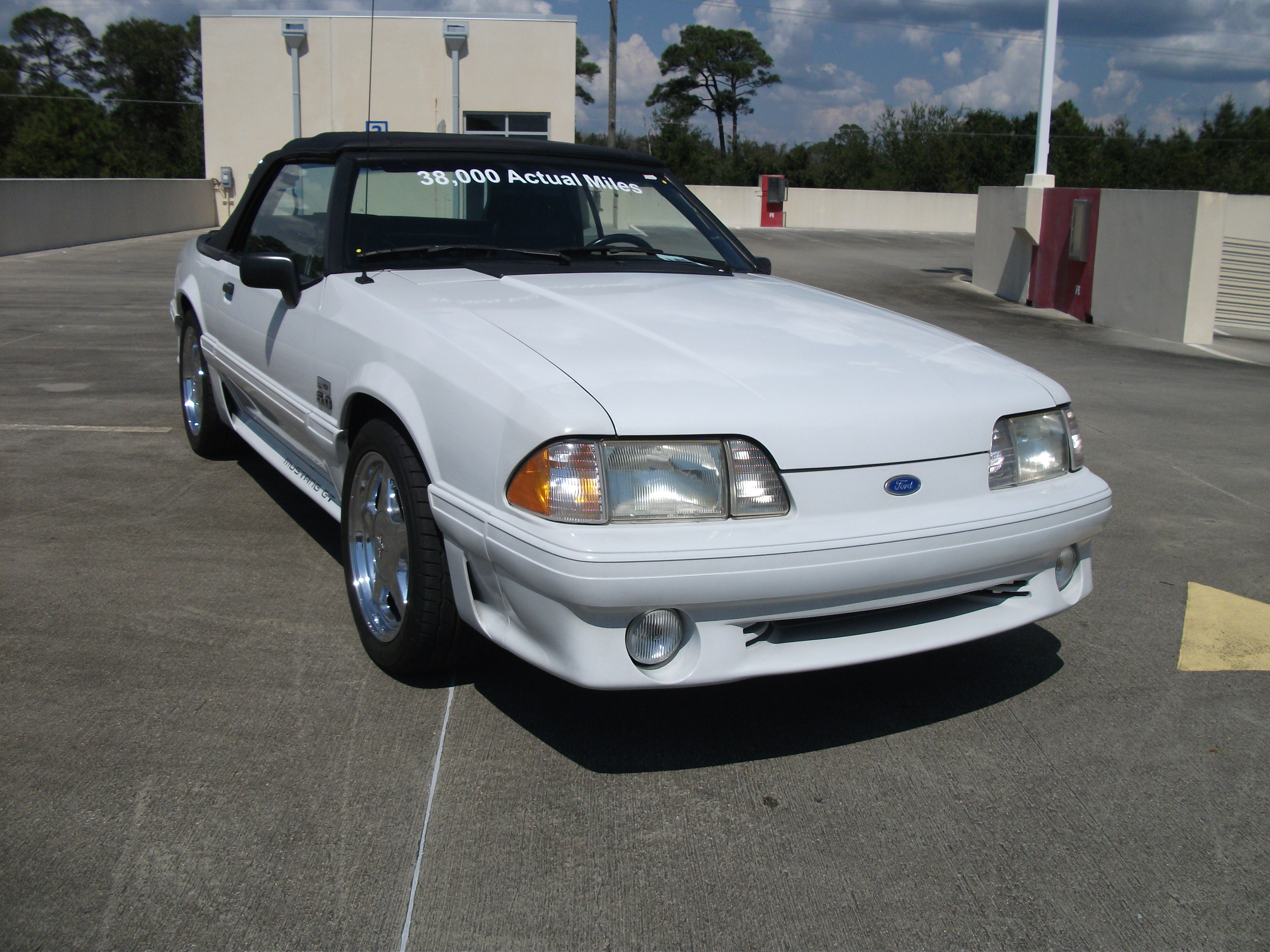 2nd Image of a 1990 FORD MUSTANG GT