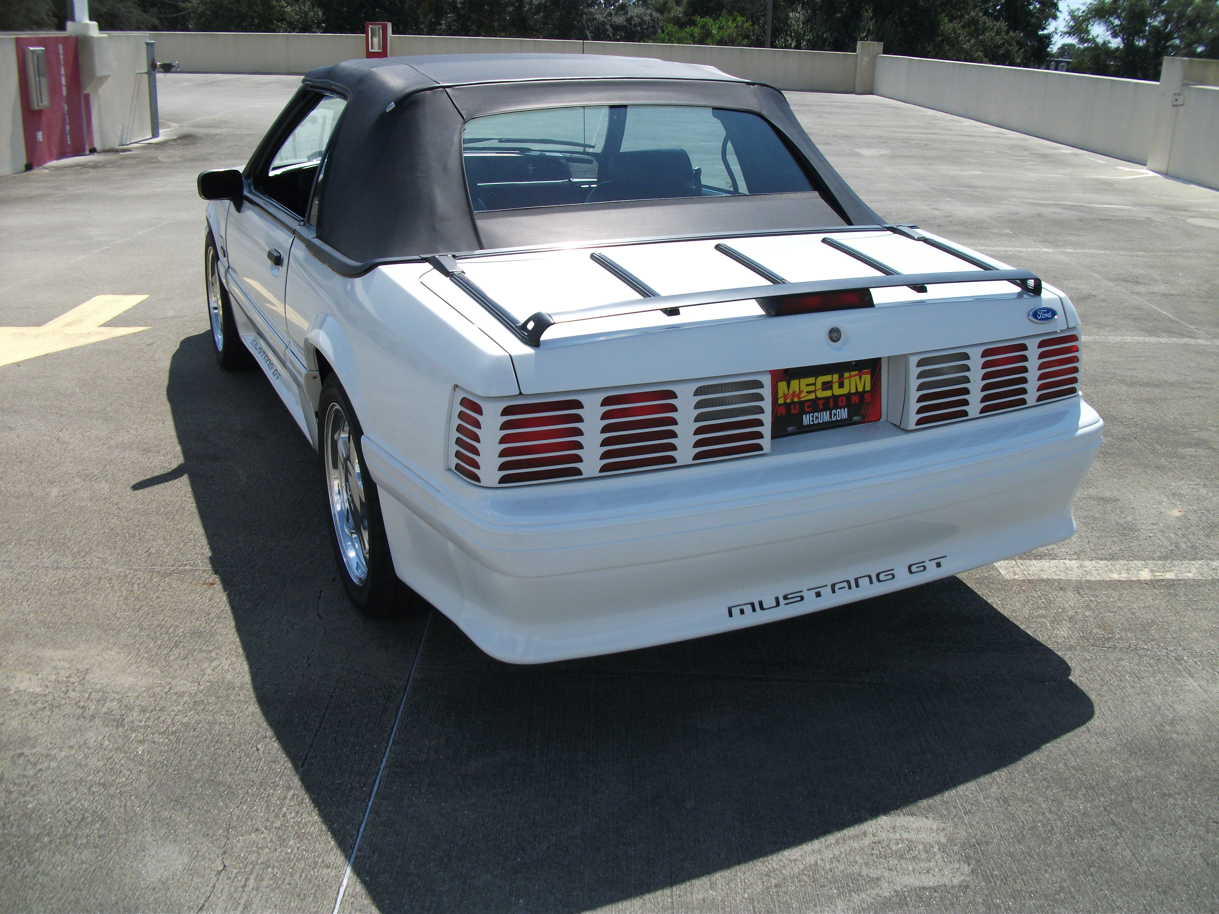 3rd Image of a 1990 FORD MUSTANG GT