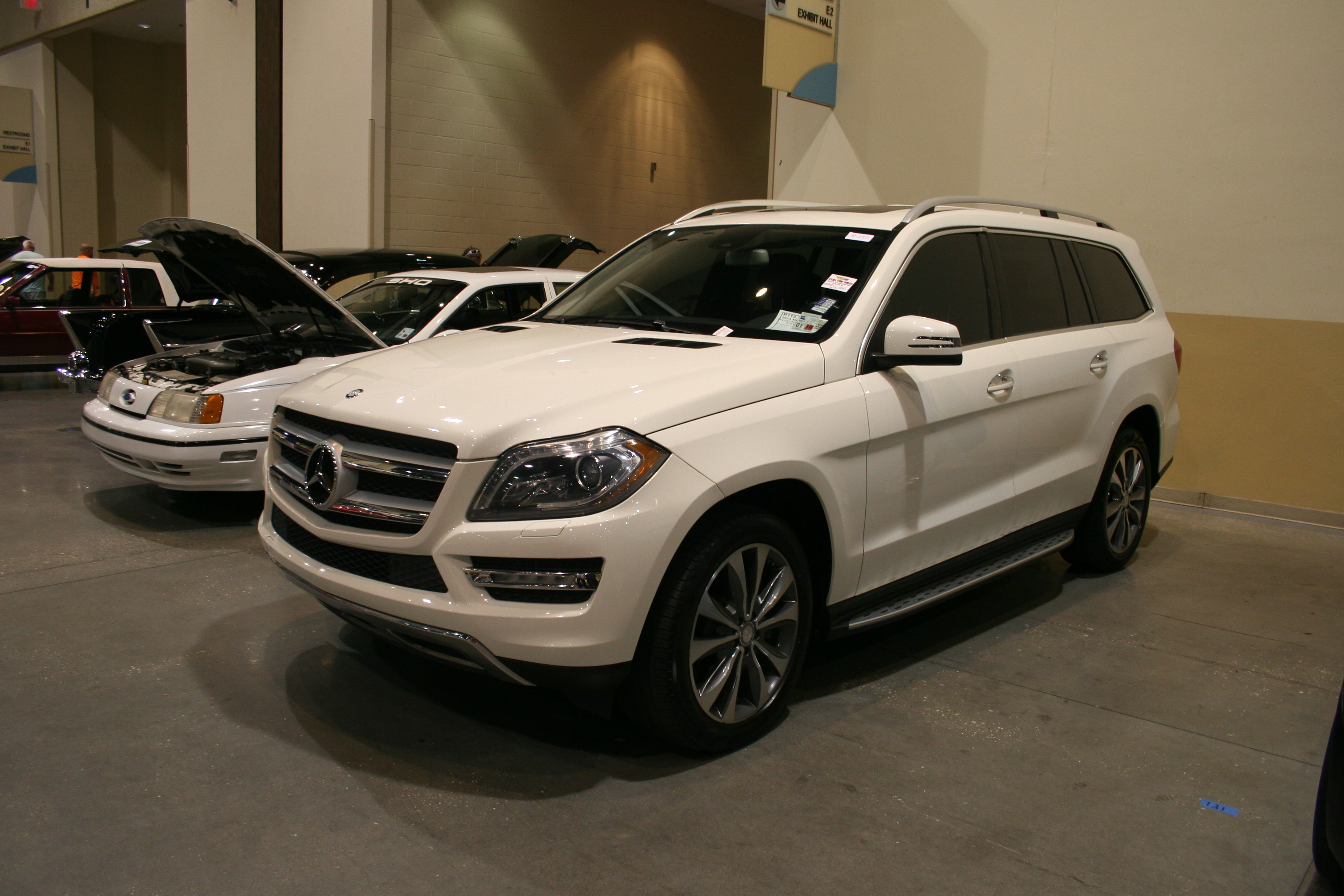 2nd Image of a 2013 MERCEDES-BENZ GL-CLASS GL450 4MATIC