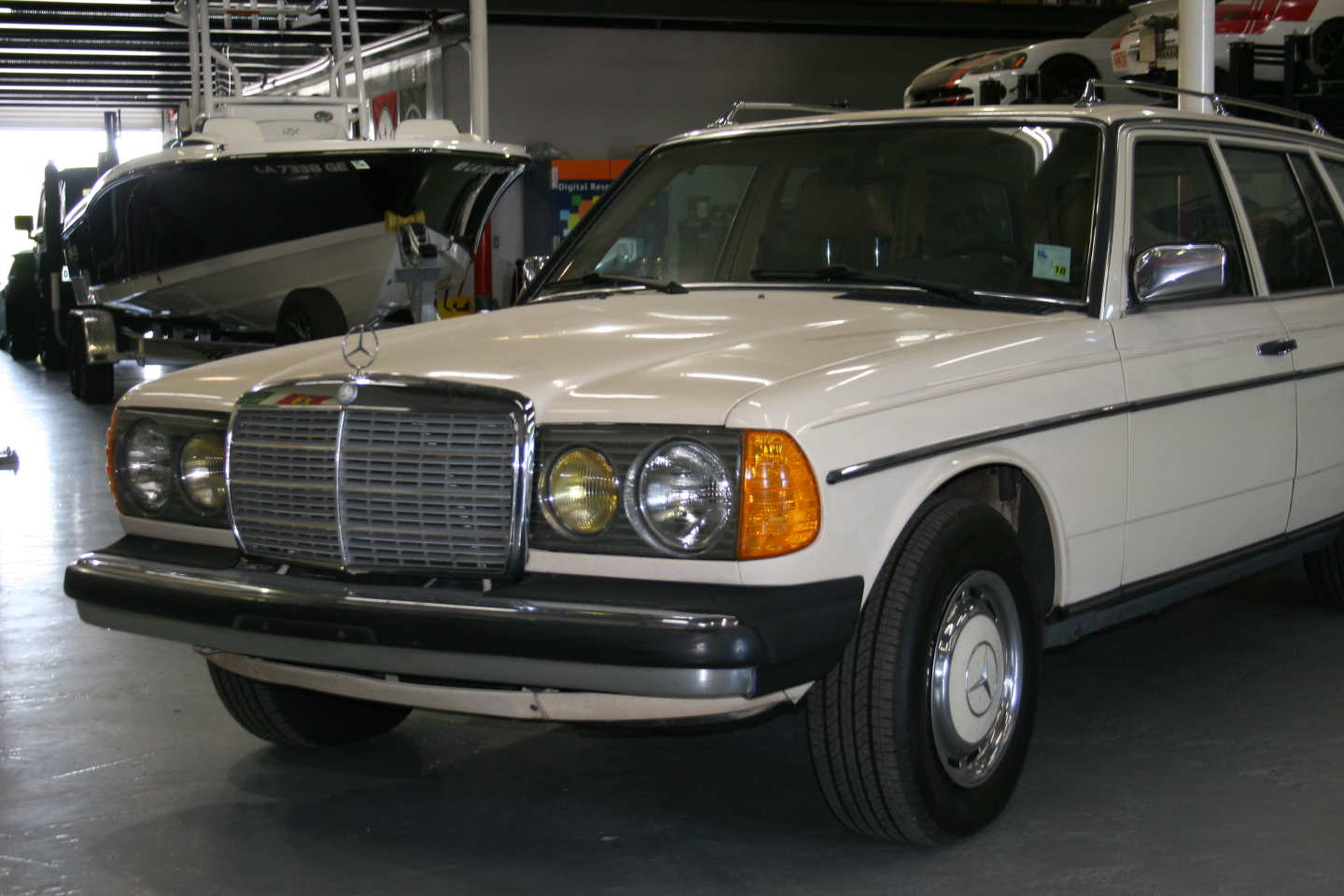 1st Image of a 1985 MERCEDES 300TD