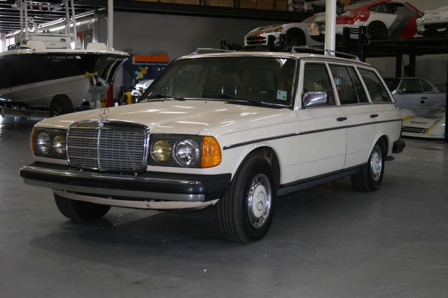 3rd Image of a 1985 MERCEDES 300TD