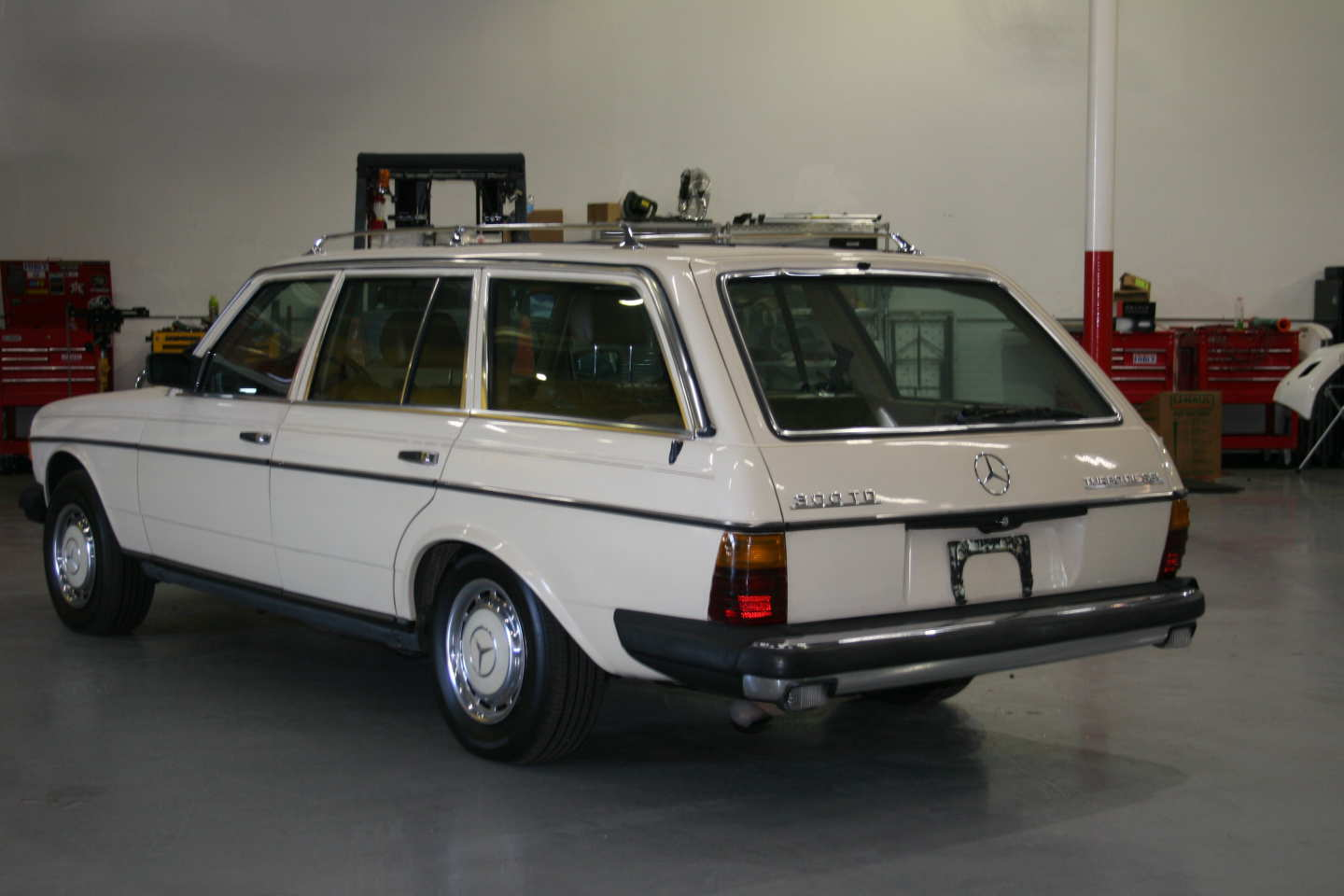 4th Image of a 1985 MERCEDES 300TD