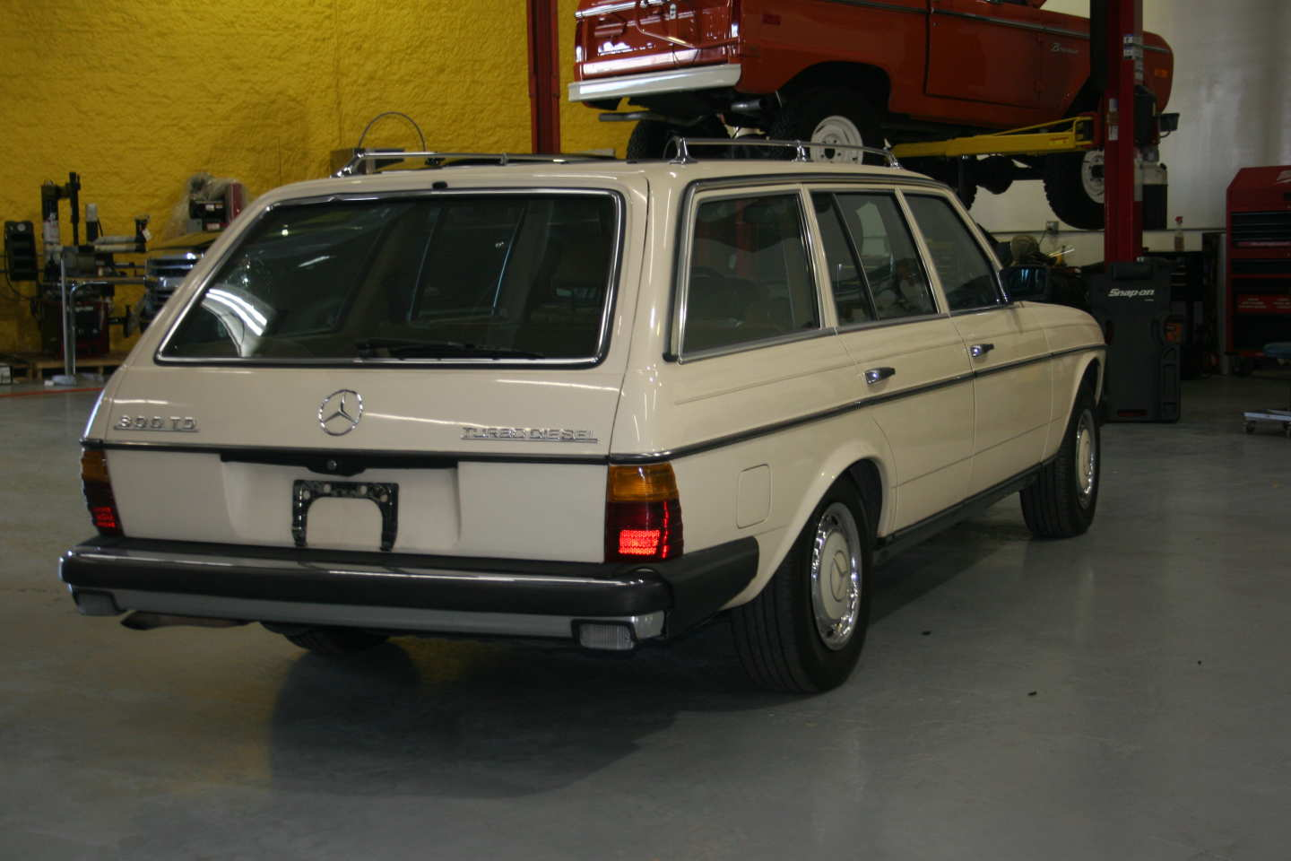 6th Image of a 1985 MERCEDES 300TD