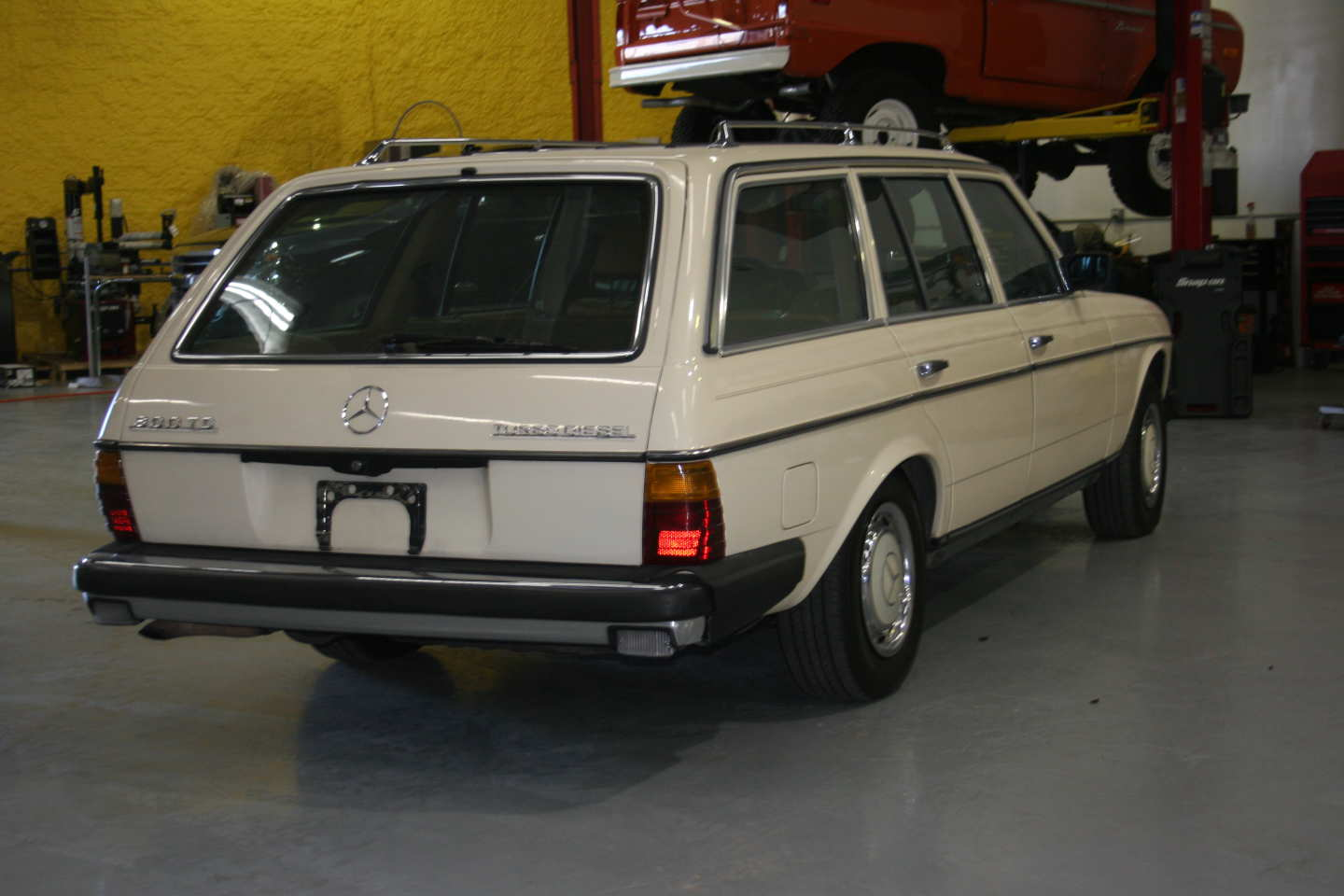 7th Image of a 1985 MERCEDES 300TD