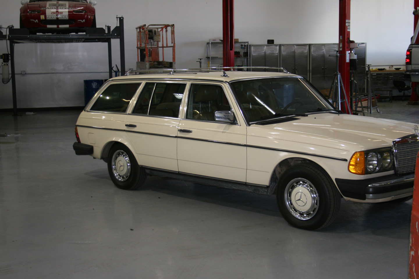 8th Image of a 1985 MERCEDES 300TD