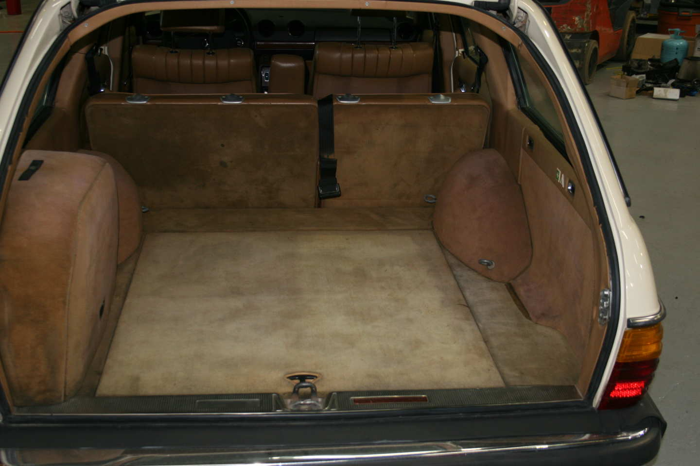 10th Image of a 1985 MERCEDES 300TD