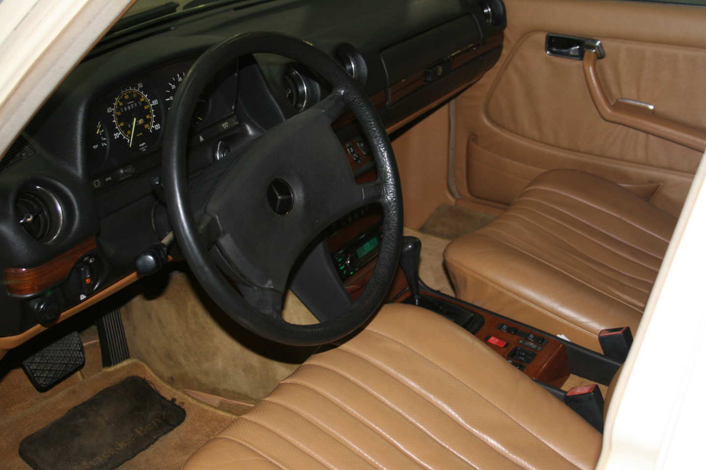 11th Image of a 1985 MERCEDES 300TD