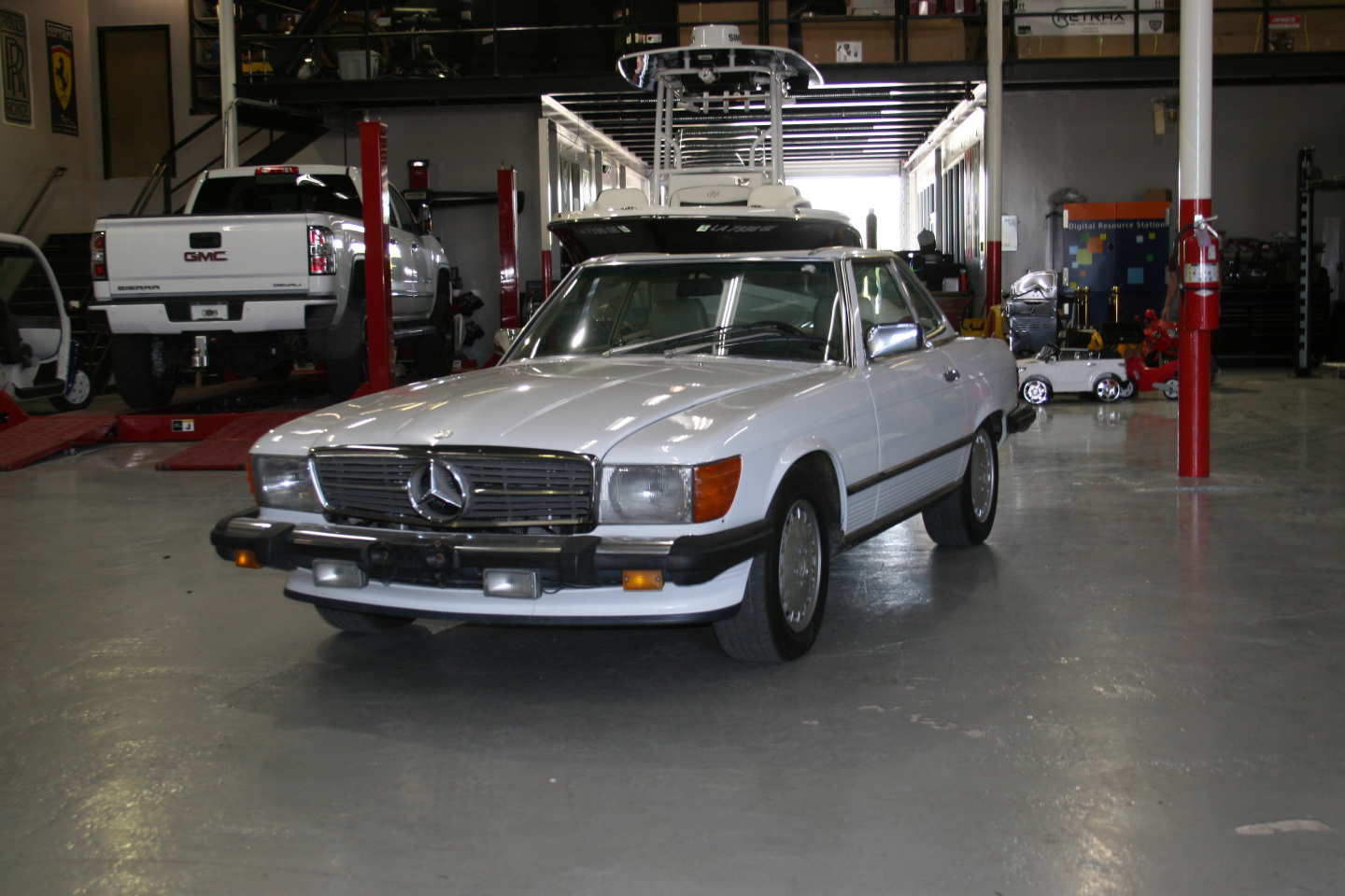 1st Image of a 1989 MERCEDES-BENZ 560 560SL