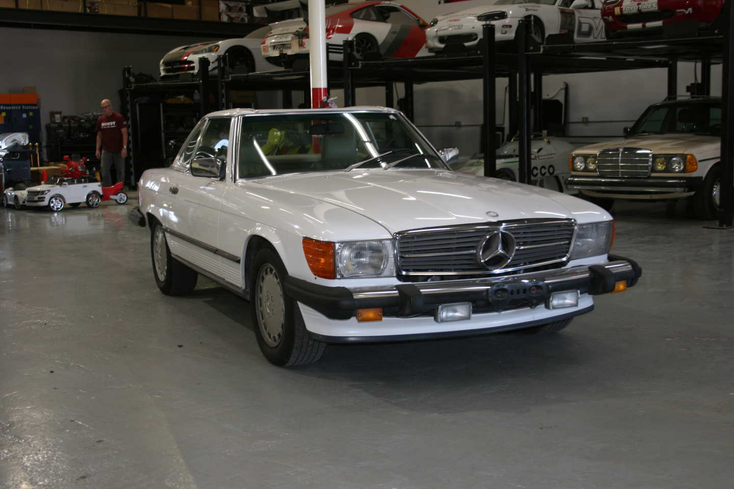 3rd Image of a 1989 MERCEDES-BENZ 560 560SL