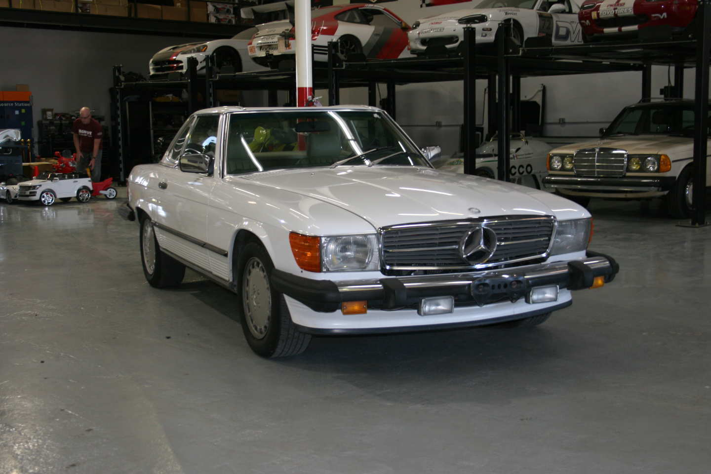 4th Image of a 1989 MERCEDES-BENZ 560 560SL