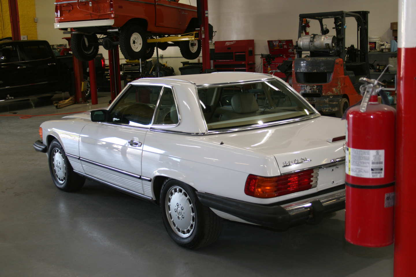 7th Image of a 1989 MERCEDES-BENZ 560 560SL