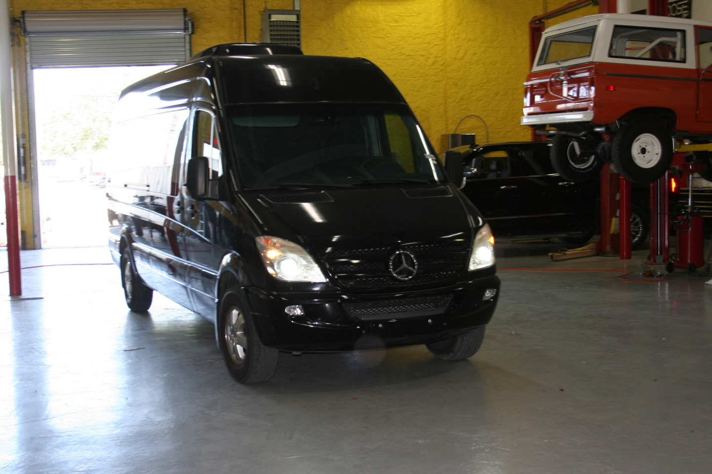 2nd Image of a 2008 DODGE SPRINTER-LIMO