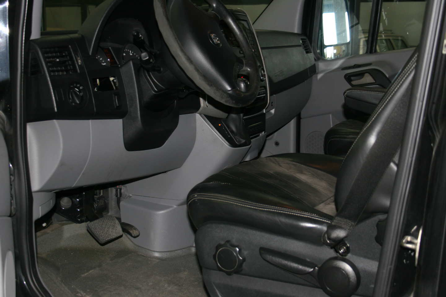 5th Image of a 2008 DODGE SPRINTER-LIMO