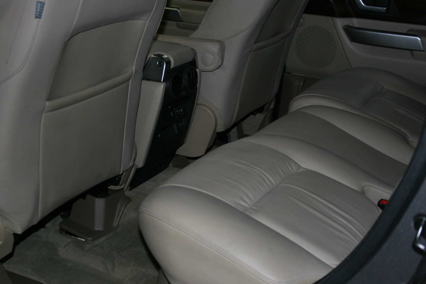2nd Image of a 2009 LAND ROVER RANGE ROVER SPORT HSE