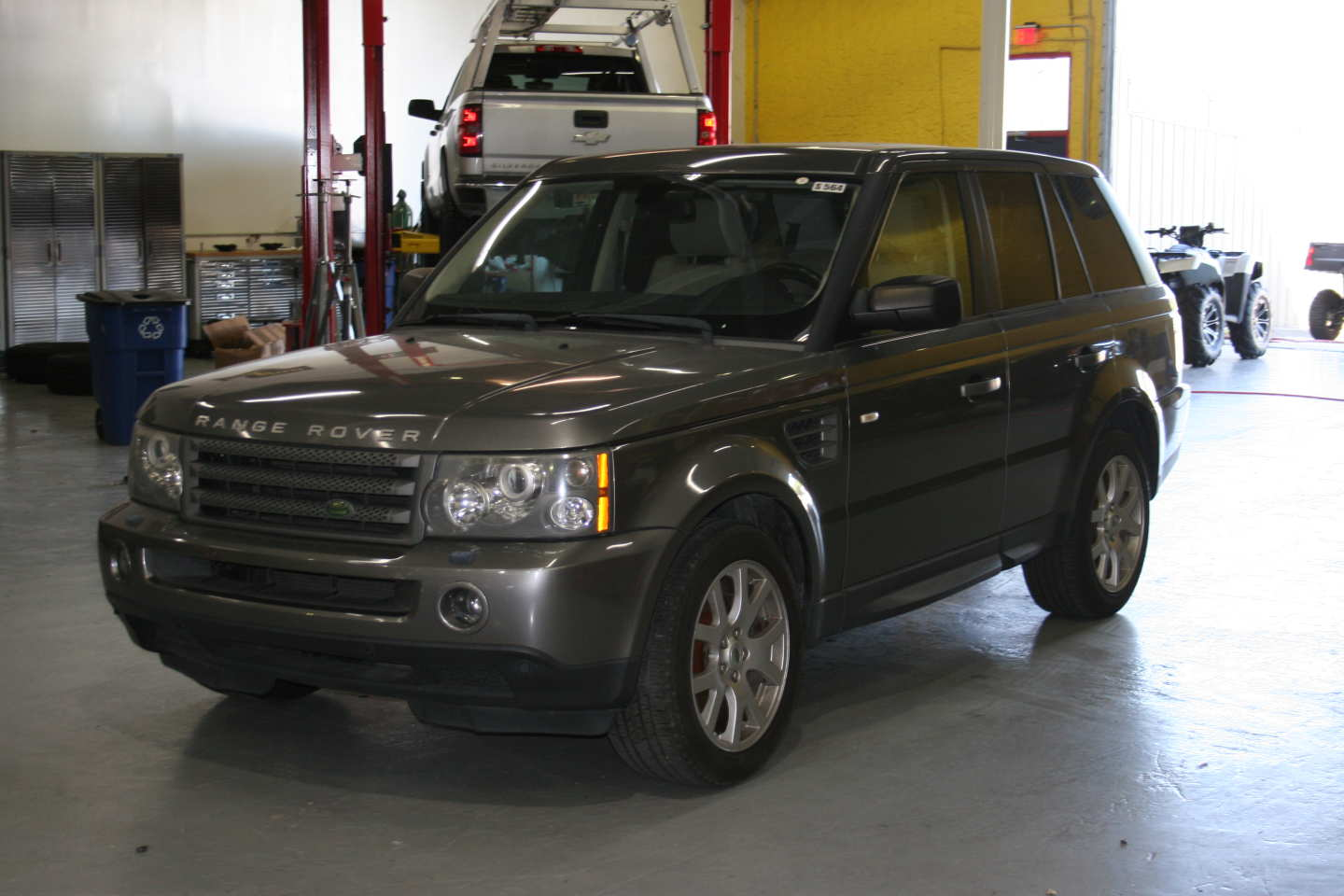 3rd Image of a 2009 LAND ROVER RANGE ROVER SPORT HSE