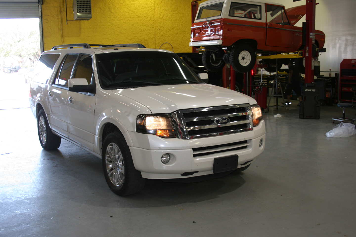 2nd Image of a 2013 FORD EXPEDITION EL LIMITED