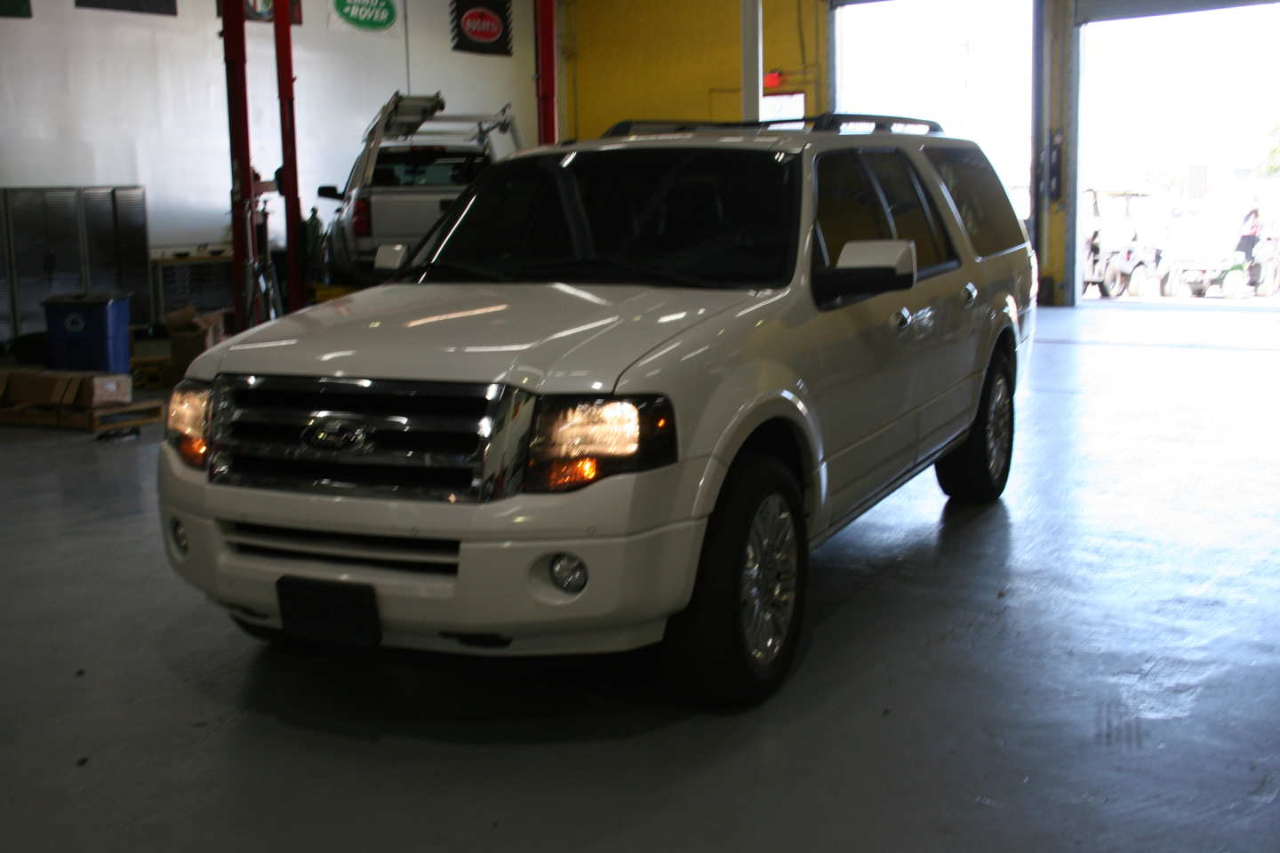 3rd Image of a 2013 FORD EXPEDITION EL LIMITED
