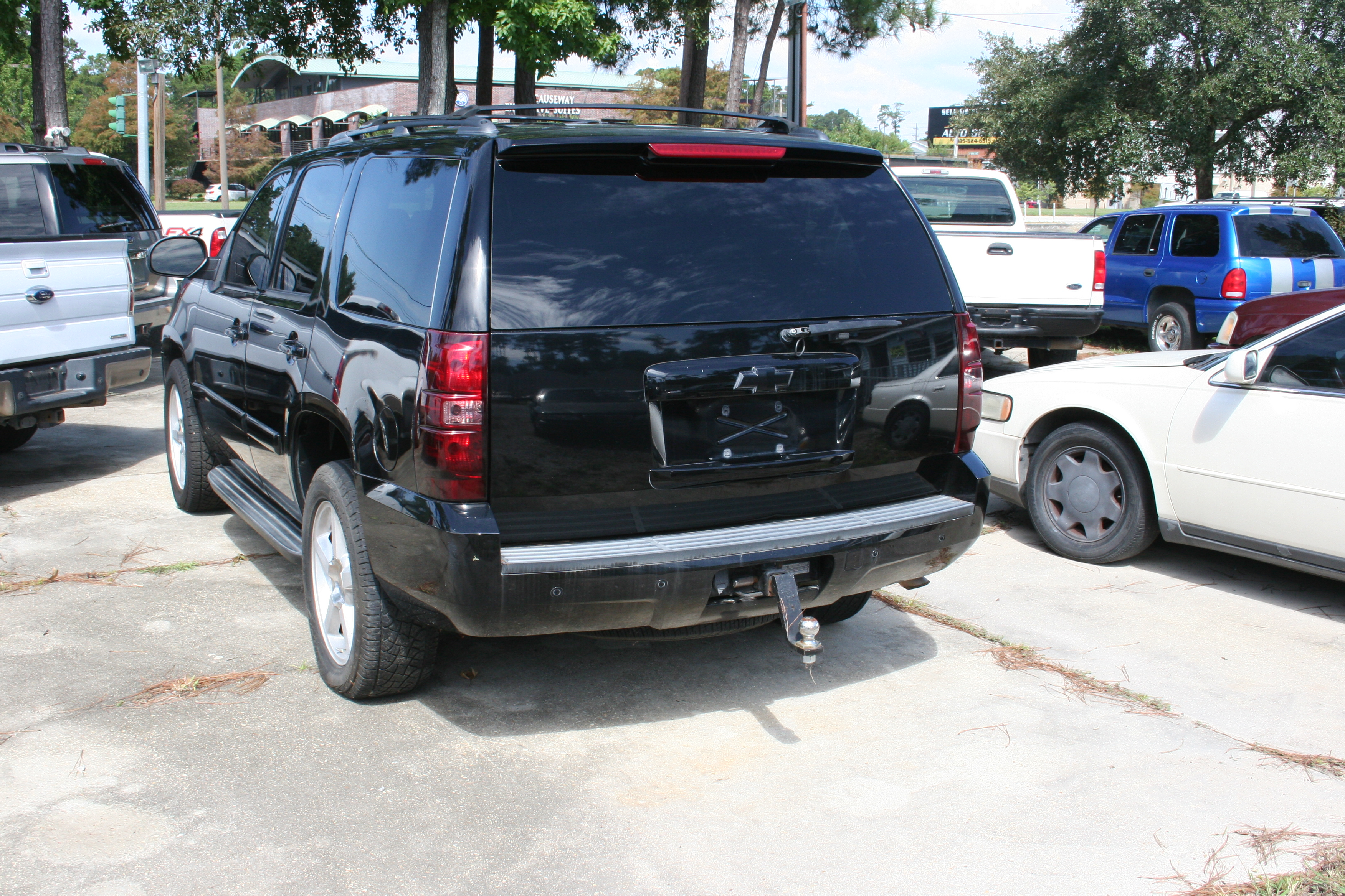 3rd Image of a 2009 CHEVROLET TAHOE
