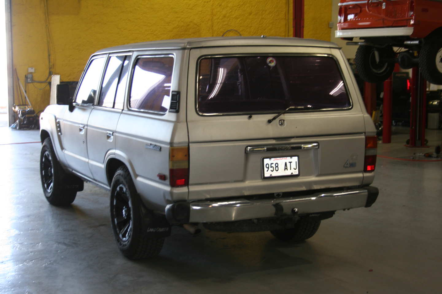 2nd Image of a 1987 TOYOTA LAND CRUISER