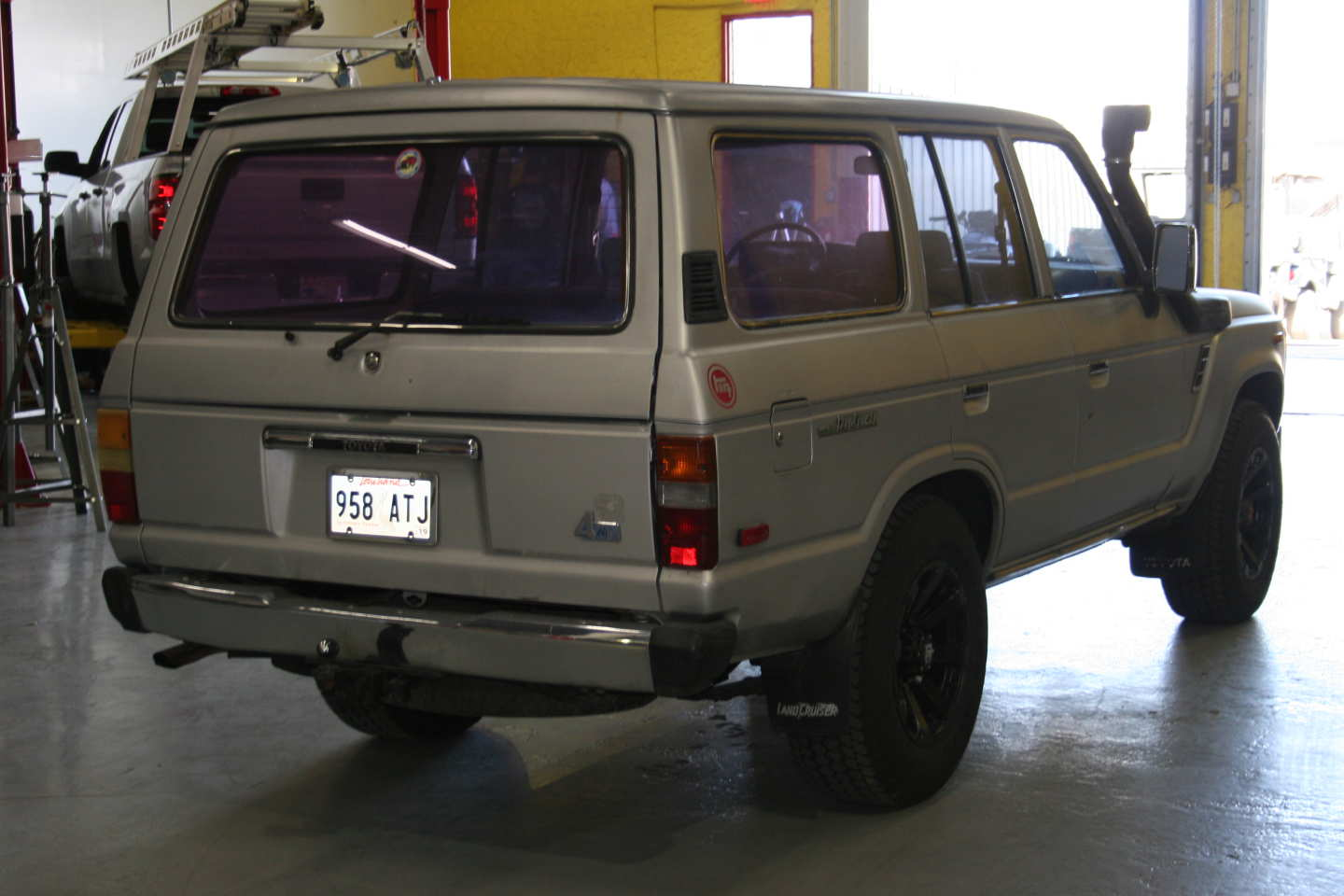 3rd Image of a 1987 TOYOTA LAND CRUISER