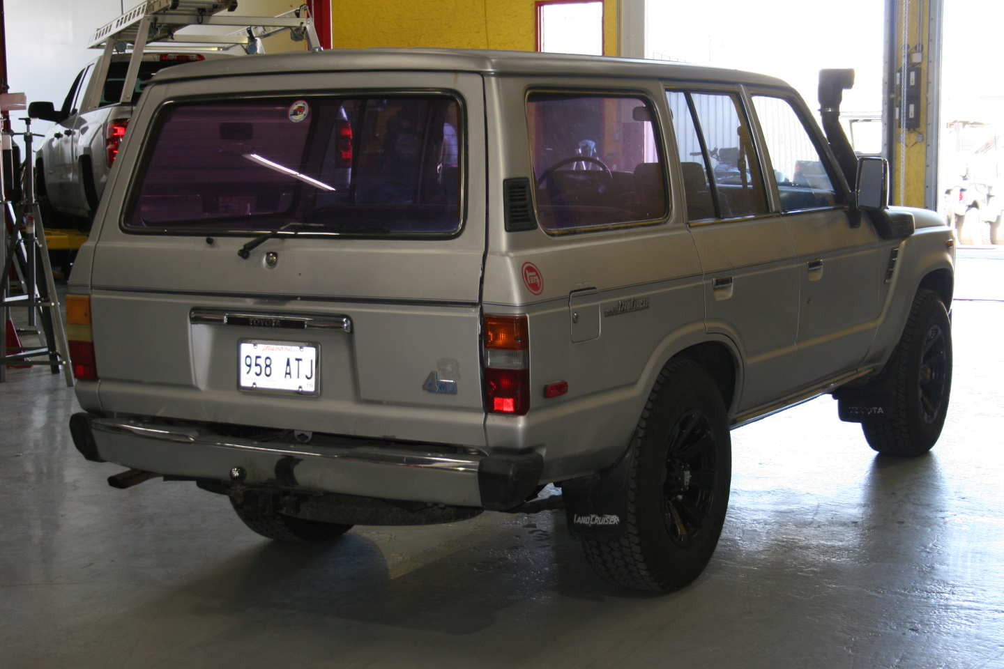 4th Image of a 1987 TOYOTA LAND CRUISER