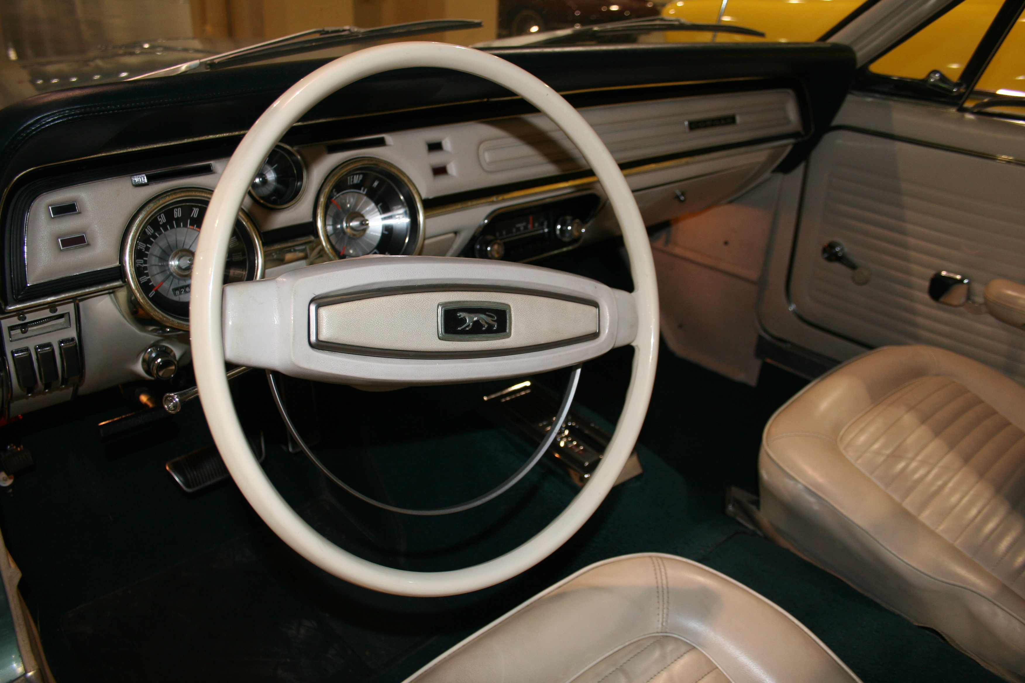 4th Image of a 1968 MERCURY COUGAR