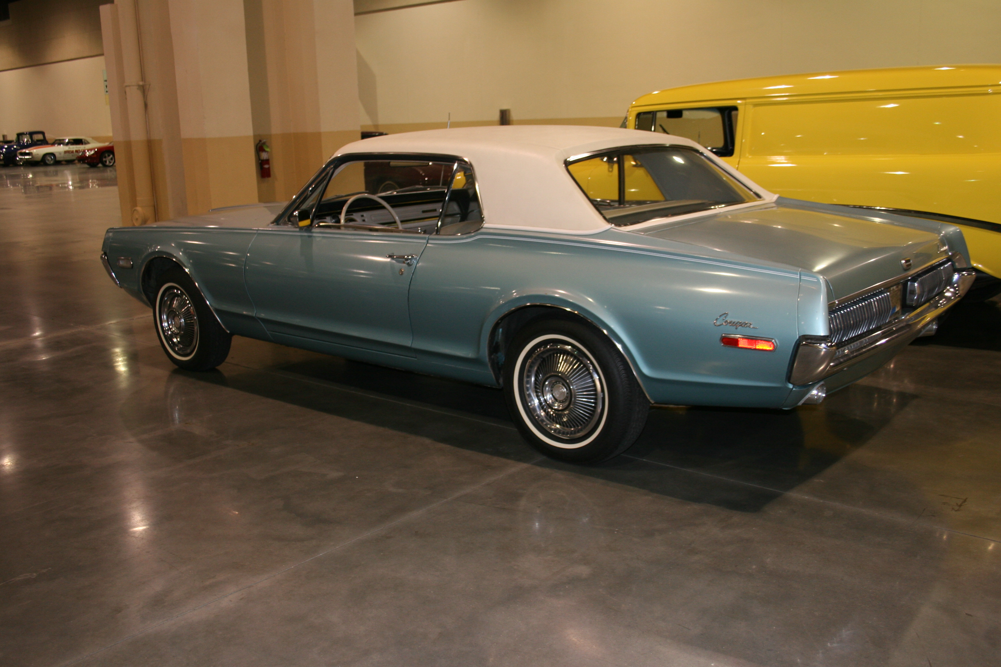7th Image of a 1968 MERCURY COUGAR