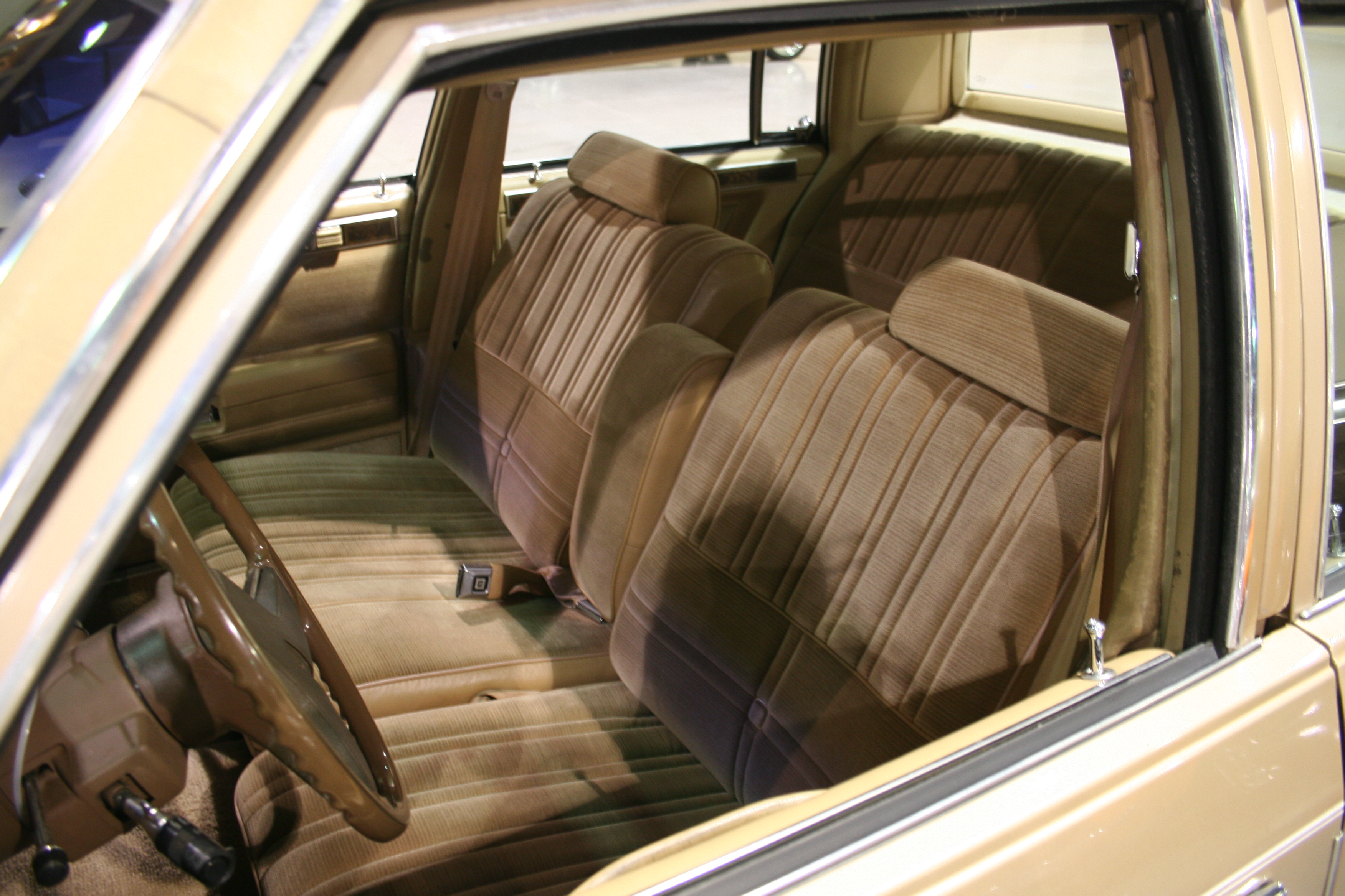 4th Image of a 1985 OLDSMOBILE CUTLASS SUPREME
