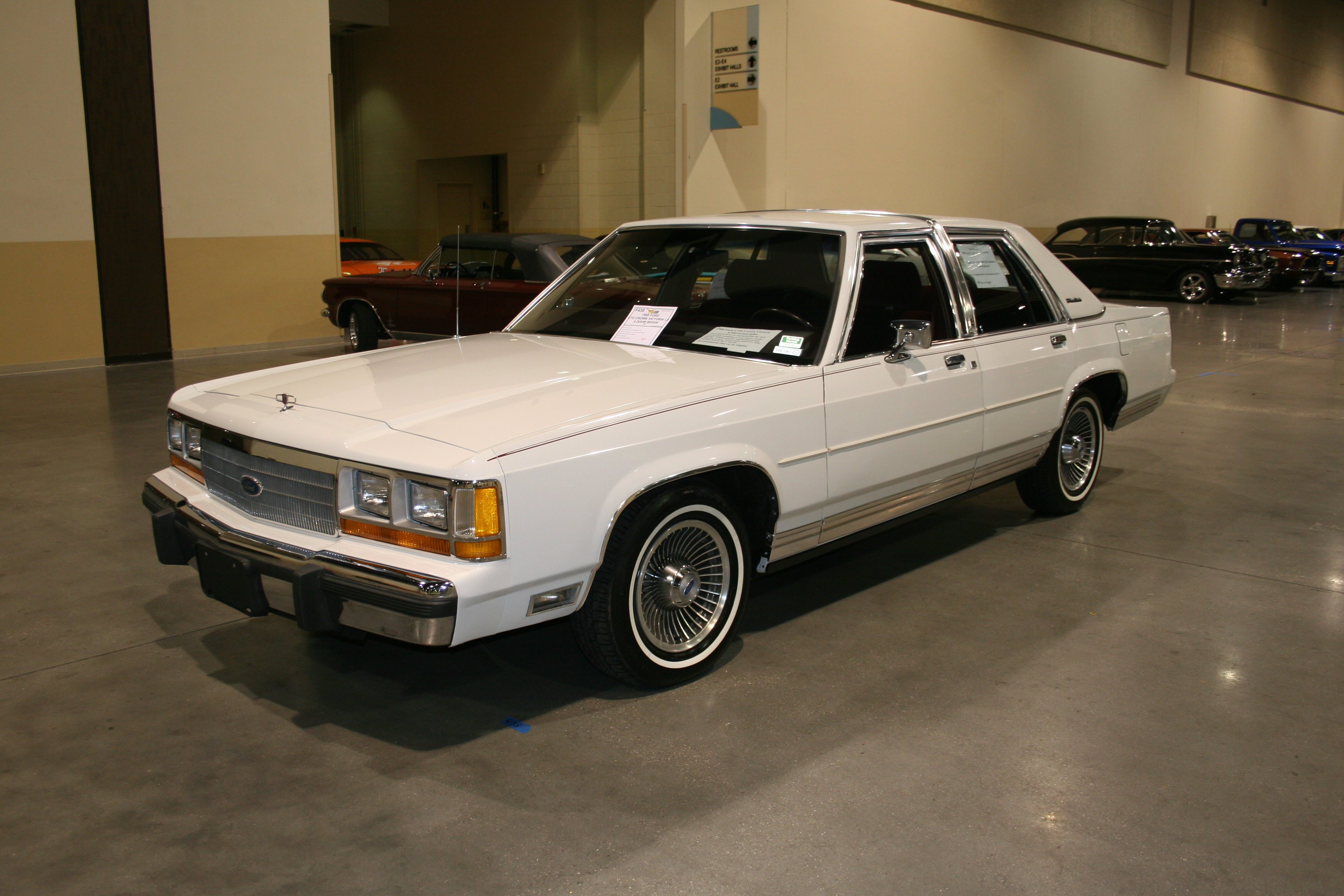 2nd Image of a 1988 FORD LTD CROWN VICTORIA LX