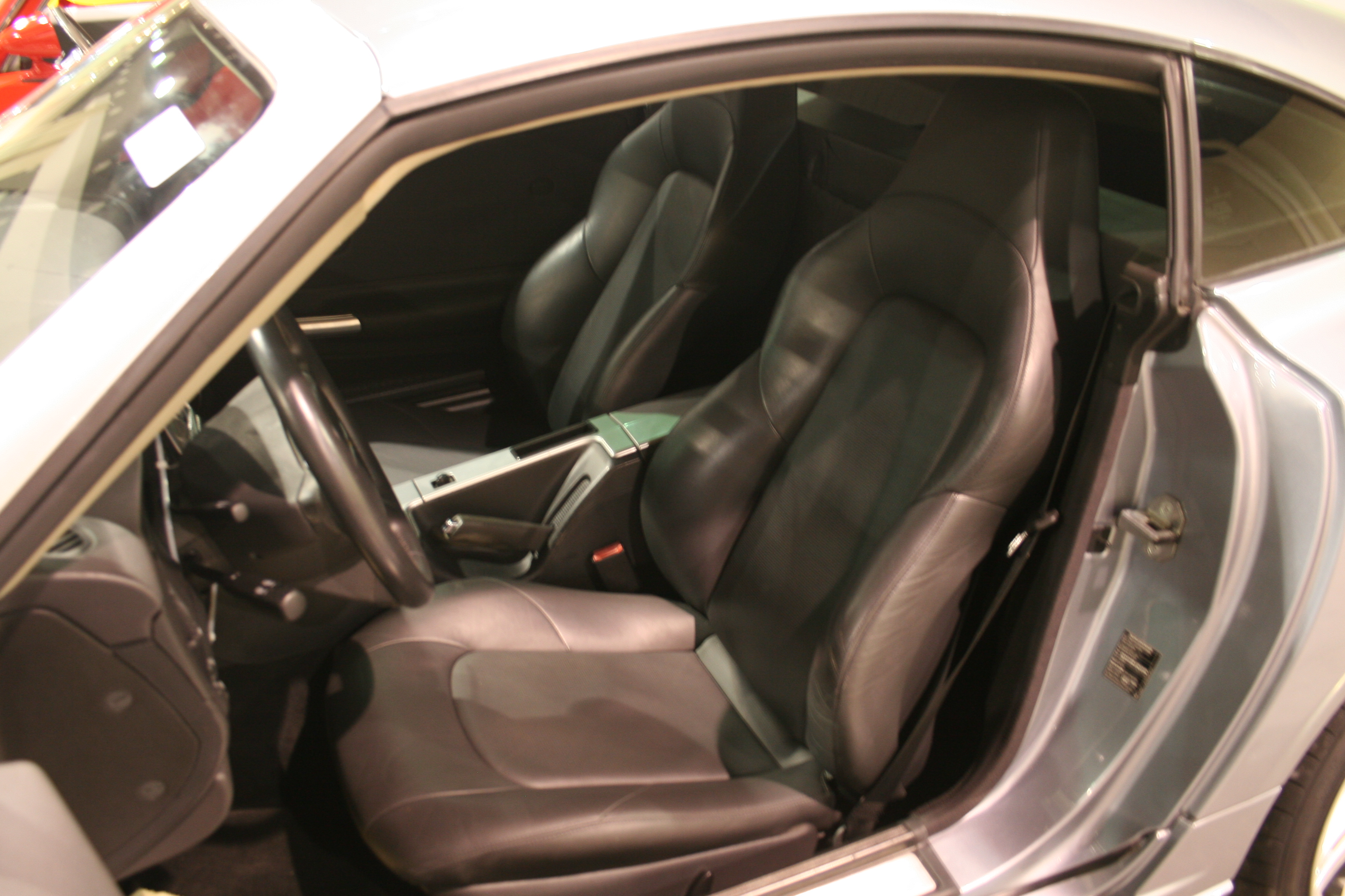 4th Image of a 2004 CHRYSLER CROSSFIRE LHD