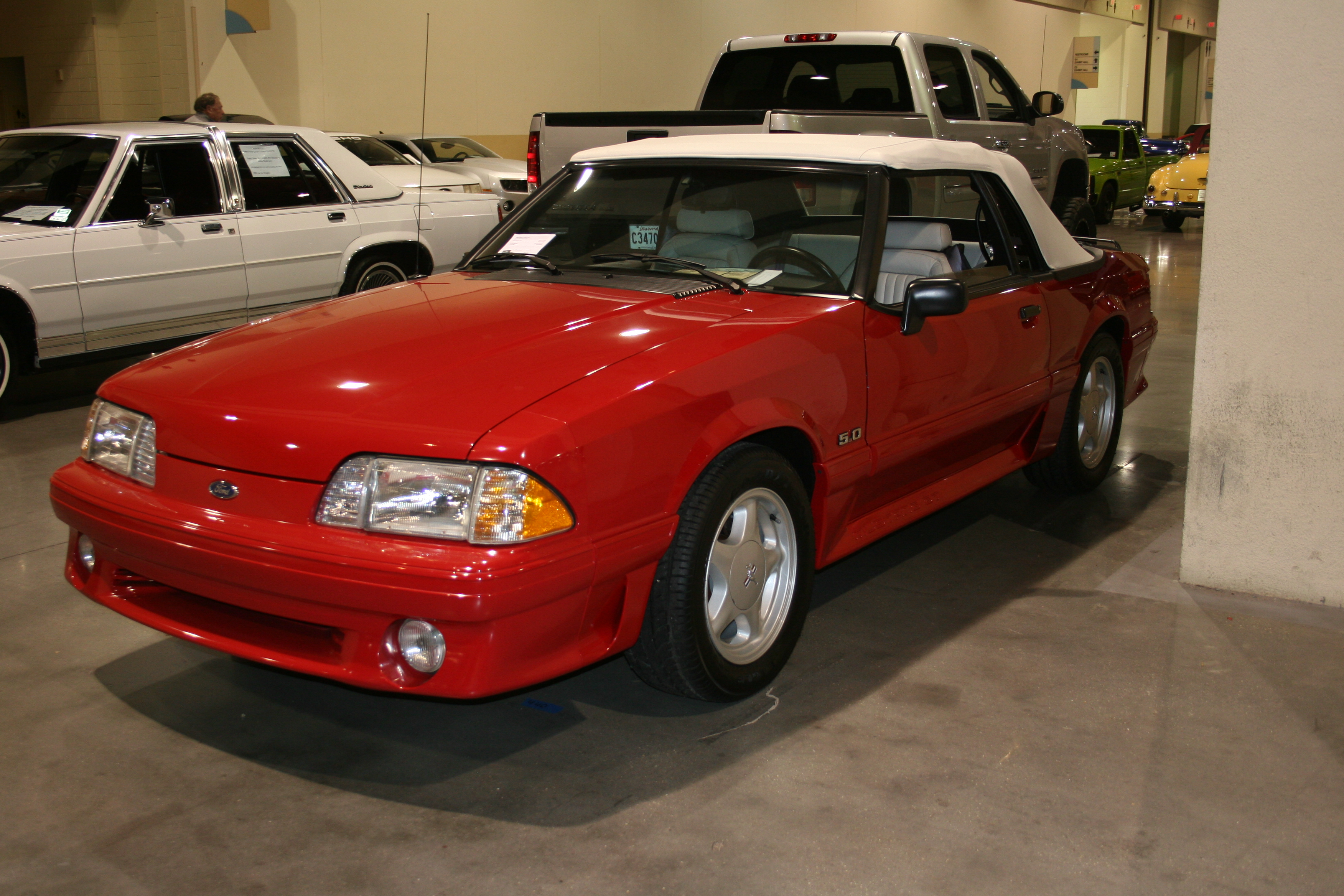 2nd Image of a 1993 FORD MUSTANG GT