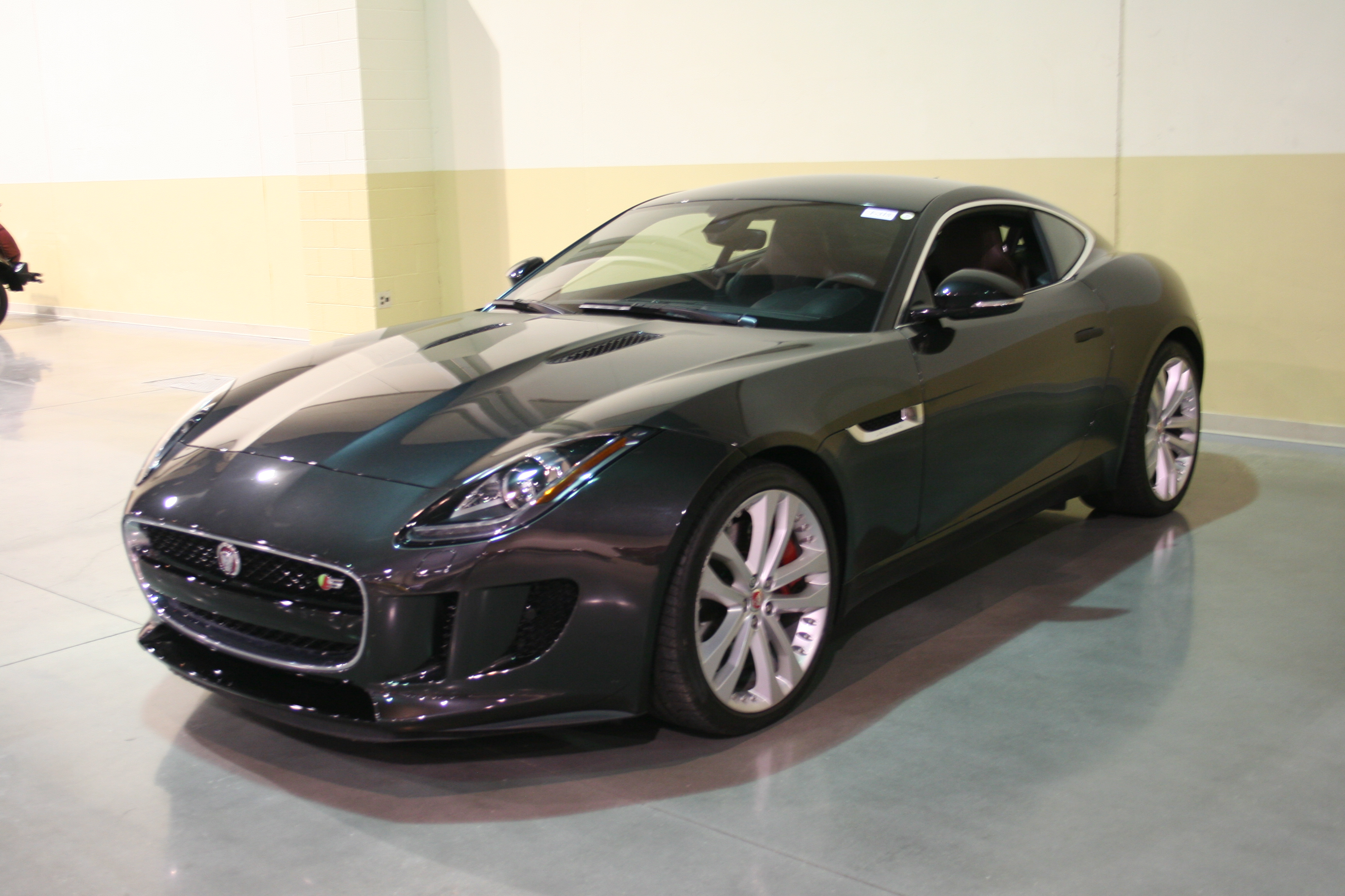 2nd Image of a 2015 JAGUAR F-TYPE V6 S