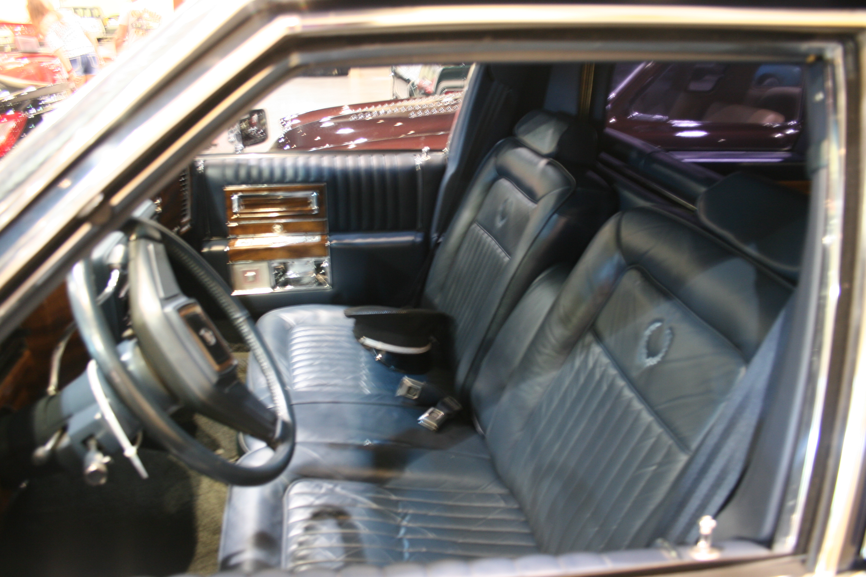 4th Image of a 1989 CADILLAC BROUGHAM