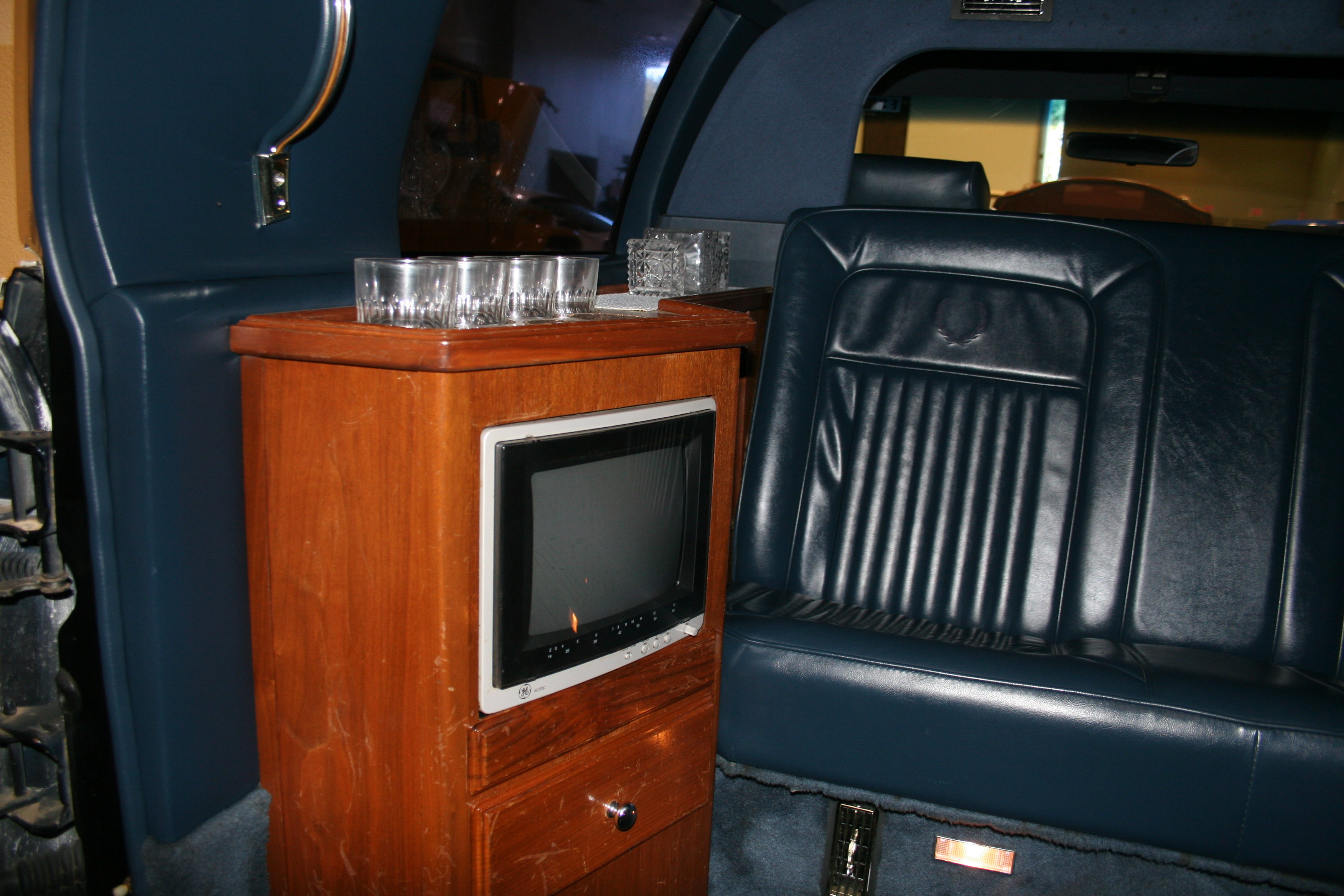 7th Image of a 1989 CADILLAC BROUGHAM